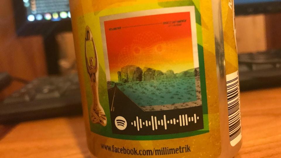 Sur une canette de bière il y a un code à scanner pour télécharger l'album Make it Last Forever de Millimétrik sur Spotify