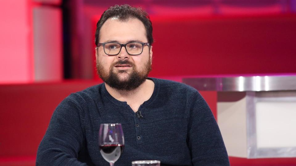 Félix Rose est à la table des invités de l'émission Tout le monde en parle le 27 septembre 2020.