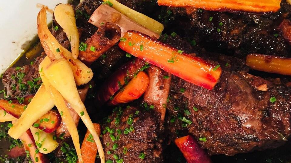 Recette de plat de viande braisée aux carottes et panais