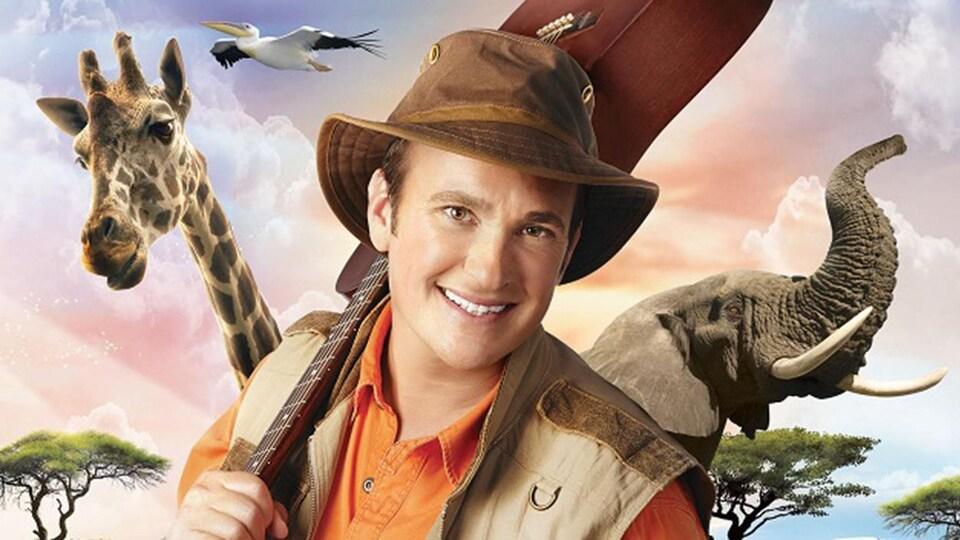 Il pose avec des animaux de la savane, c'est une version illustrée