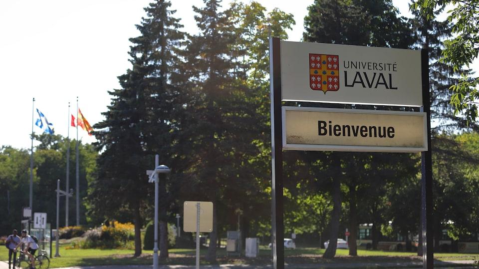 Panneau d'accueil de l'Université Laval