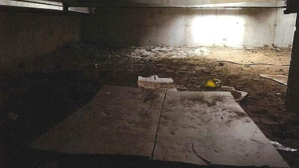 Il y aurait un puits dans le sous-sol de l'École nationale de police du Québec, à Nicolet.