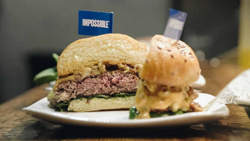 Une photo du Impossible burger, le hamburger végétarien.