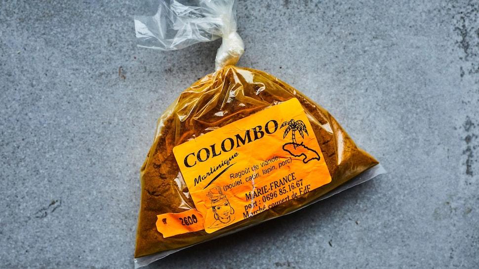 Un sac d'épices à colombo provenant de la Martinique.