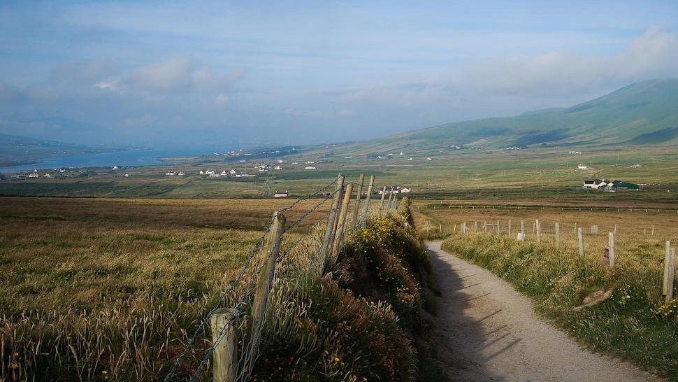 Petit village de la campagne irlandaise.
