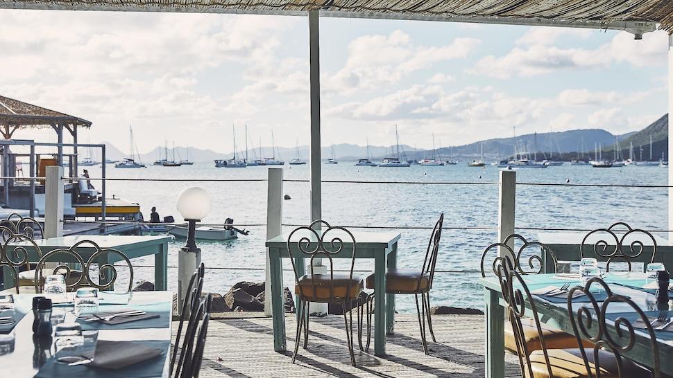 Restaurant sur le bord de l'eau en Martinique.