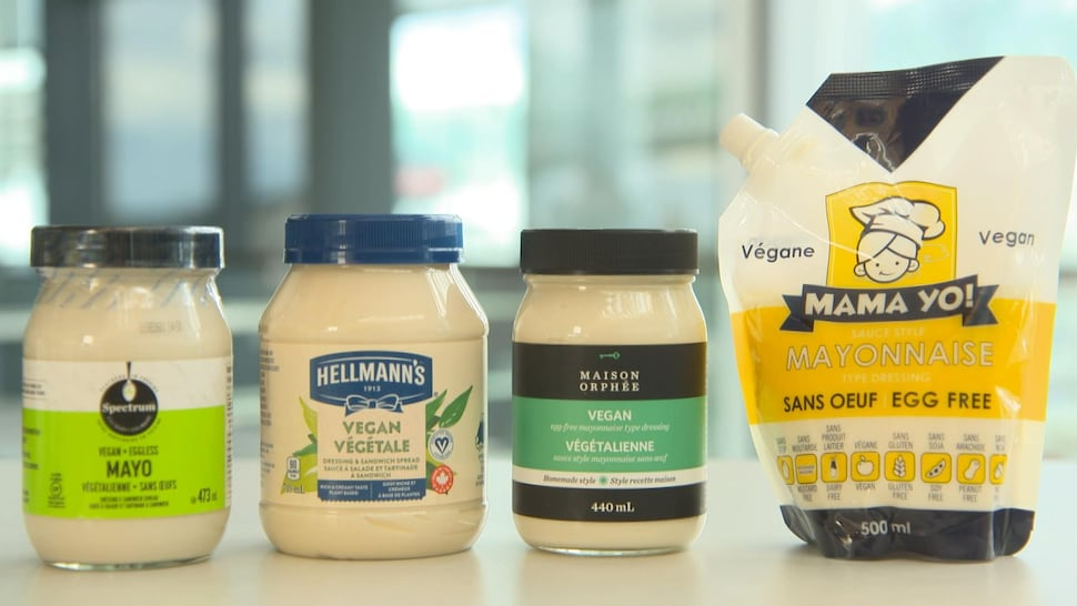 Quatre marques de mayonnaise véganes.
