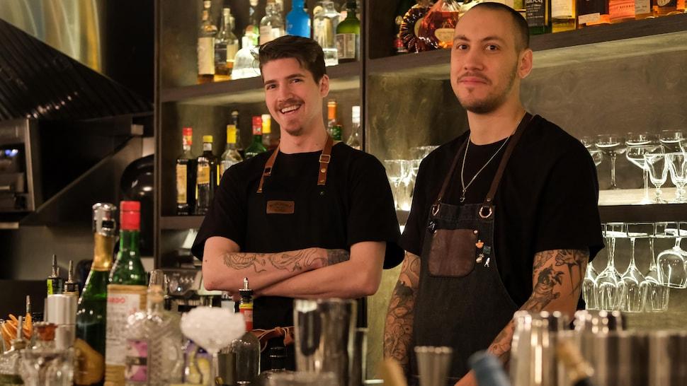 Le chef Ryan Gabriele en compagnie du mixologue et copropriétaire du jjacques, Vincent Thuaud.