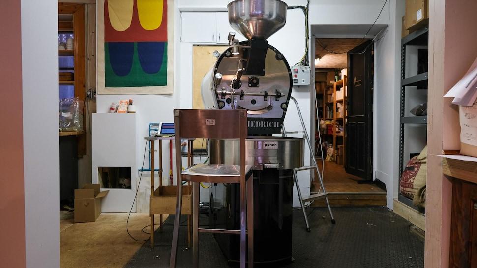 Un torréfacteur de café.