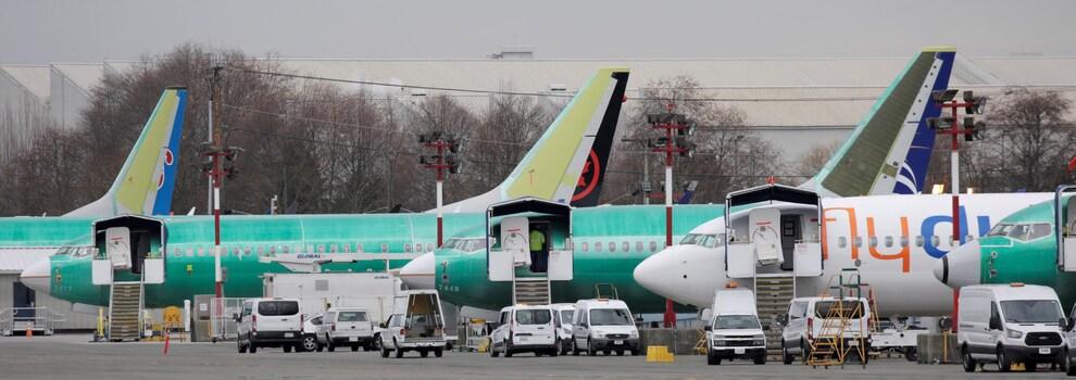 Des appareils 737 MAX sont posé sur un tarmac.