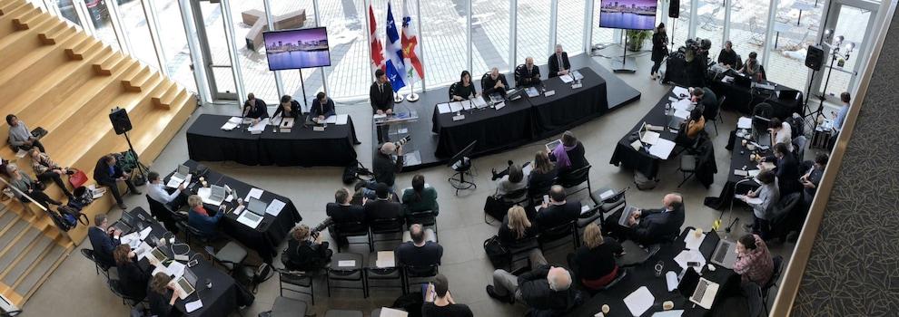 La conférence de presse, vue de la mezzanine.