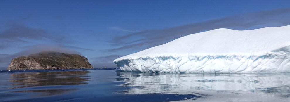 L'île de Hantzsch avec vue sur un glacier