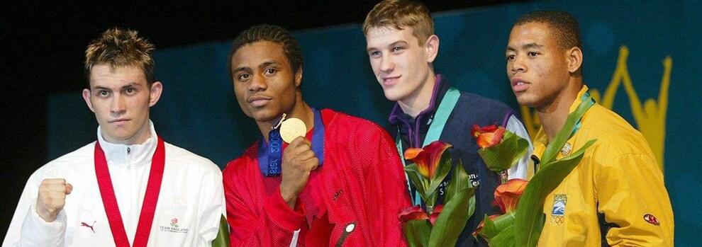 Jean Pascal, en compagnie de trois autres athlètes, à Manchester en 2002.