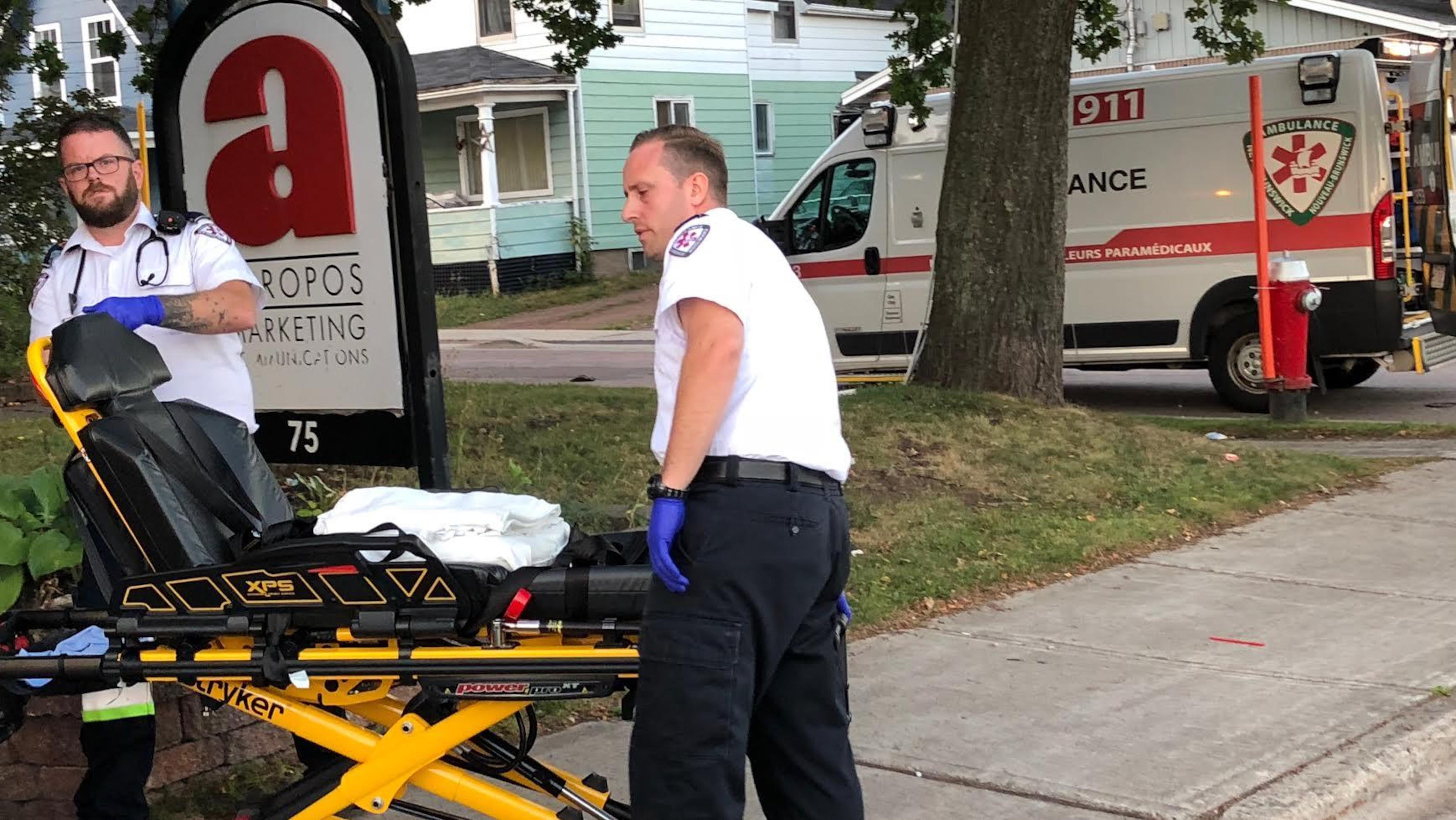 Des ambulanciers paramédicaux au travail à Moncton.