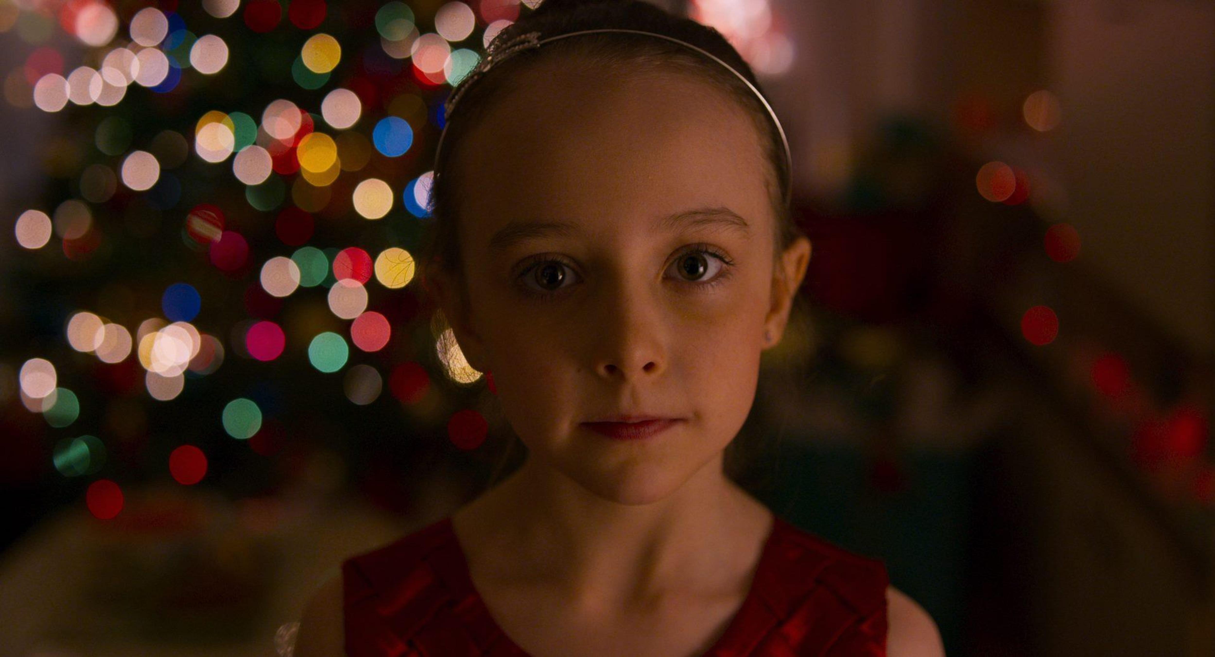 Plan rapproché sur le visage de la jeune actrice Élia St-Pierre. Elle tient le rôle principal dans le film Ruby pleine de marde.