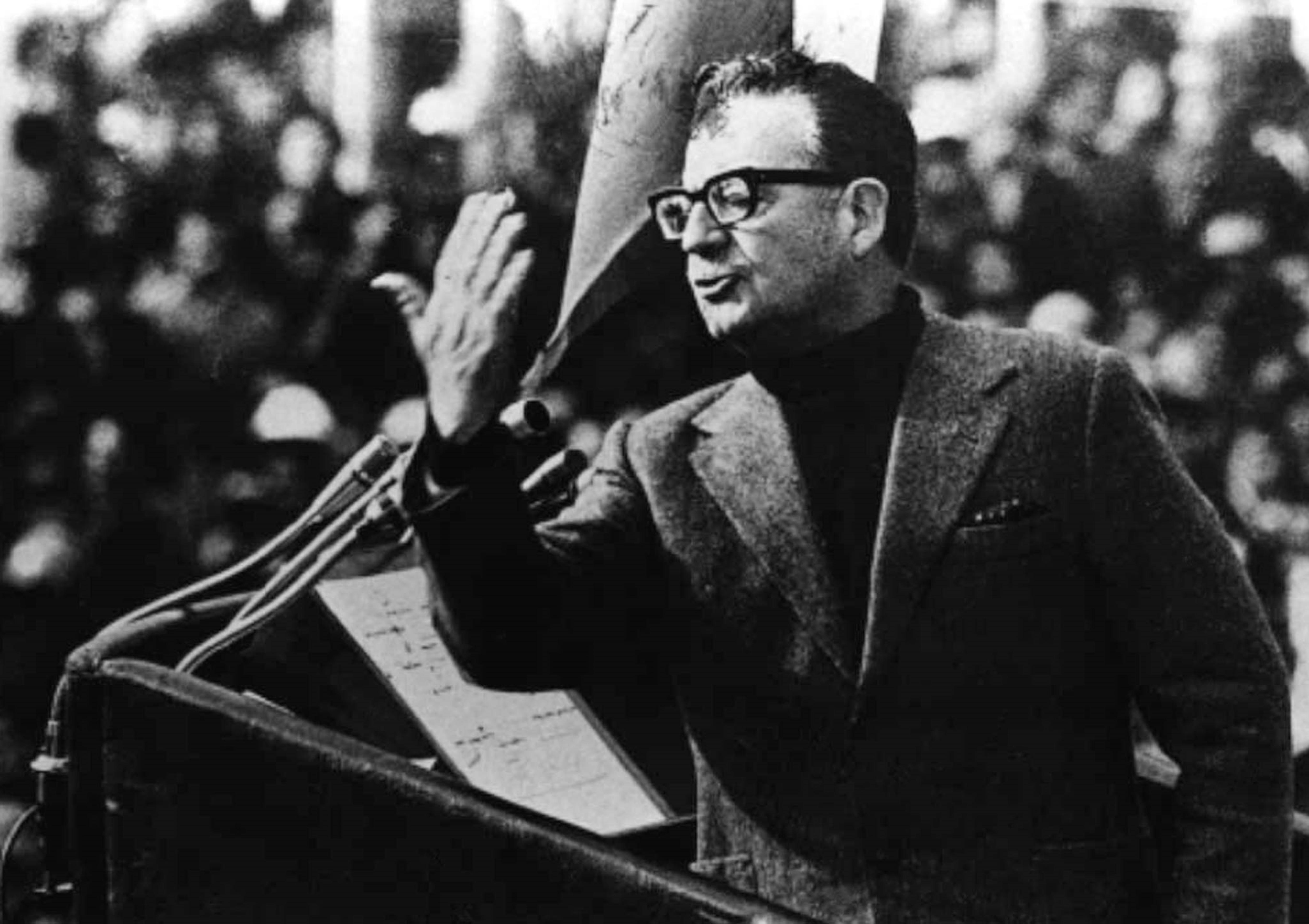 Le président chilien Salvador Allende prononce un discours.