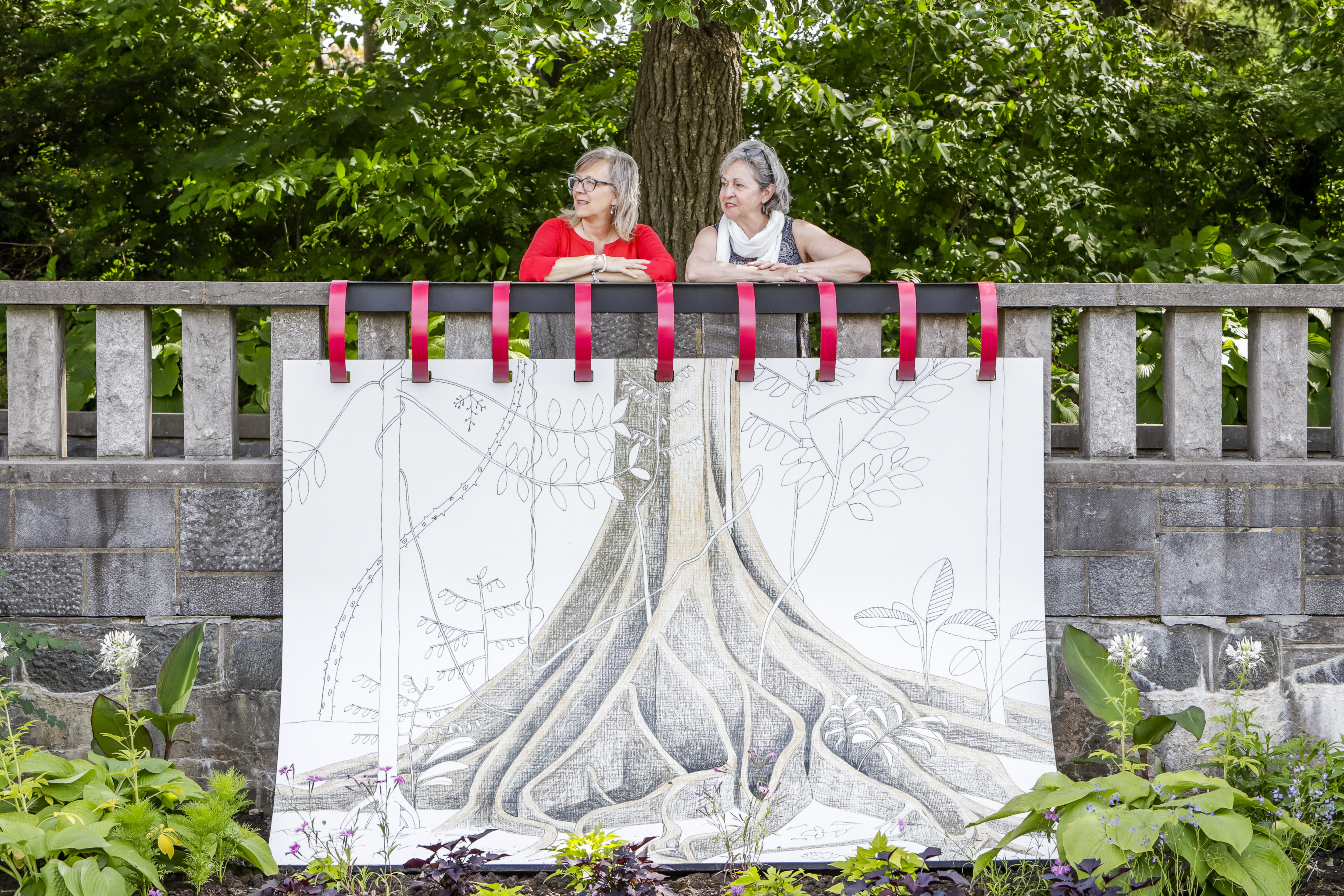 Plus d'une cinquantaine d'oeuvres en format géant sont installées dans les jardins.