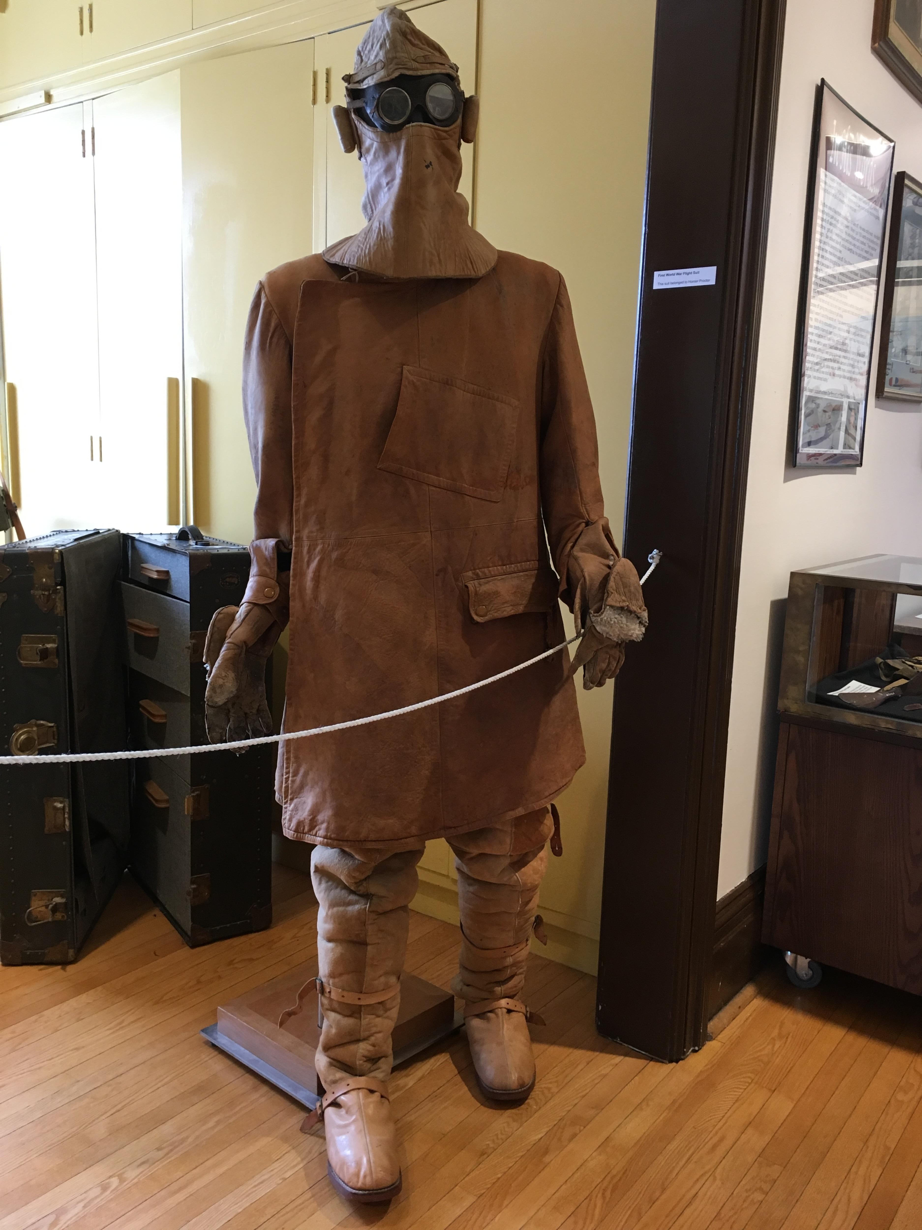 Le costume grandeur nature de couleur marron