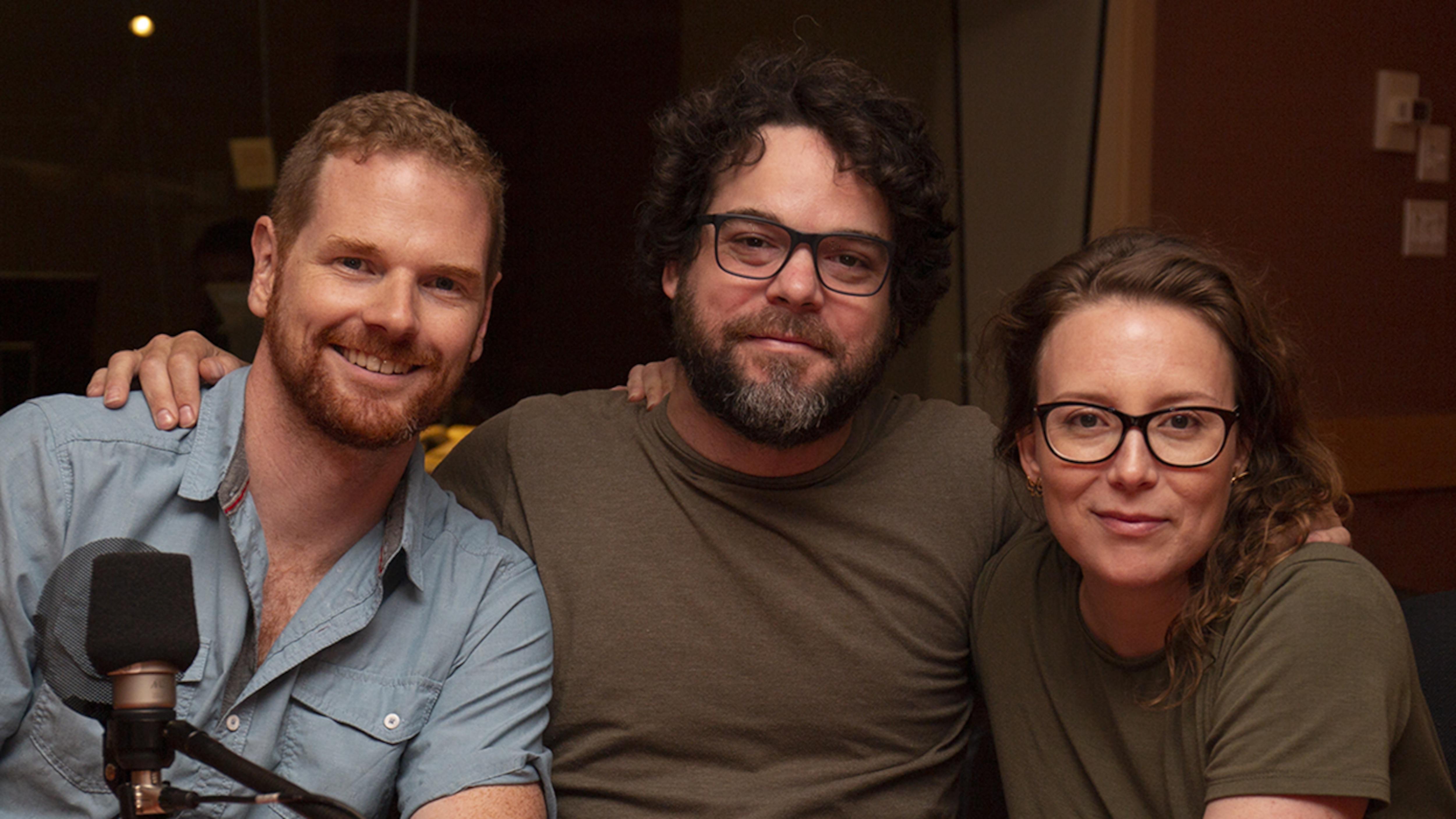 David Paradis, Pierre-Luc Brillant et Isabelle Blais avant l'entrevue accordée à Karyne Lefebvre, au studio 18 de Radio-Canada, à Montréal, le 25 juillet 2018.