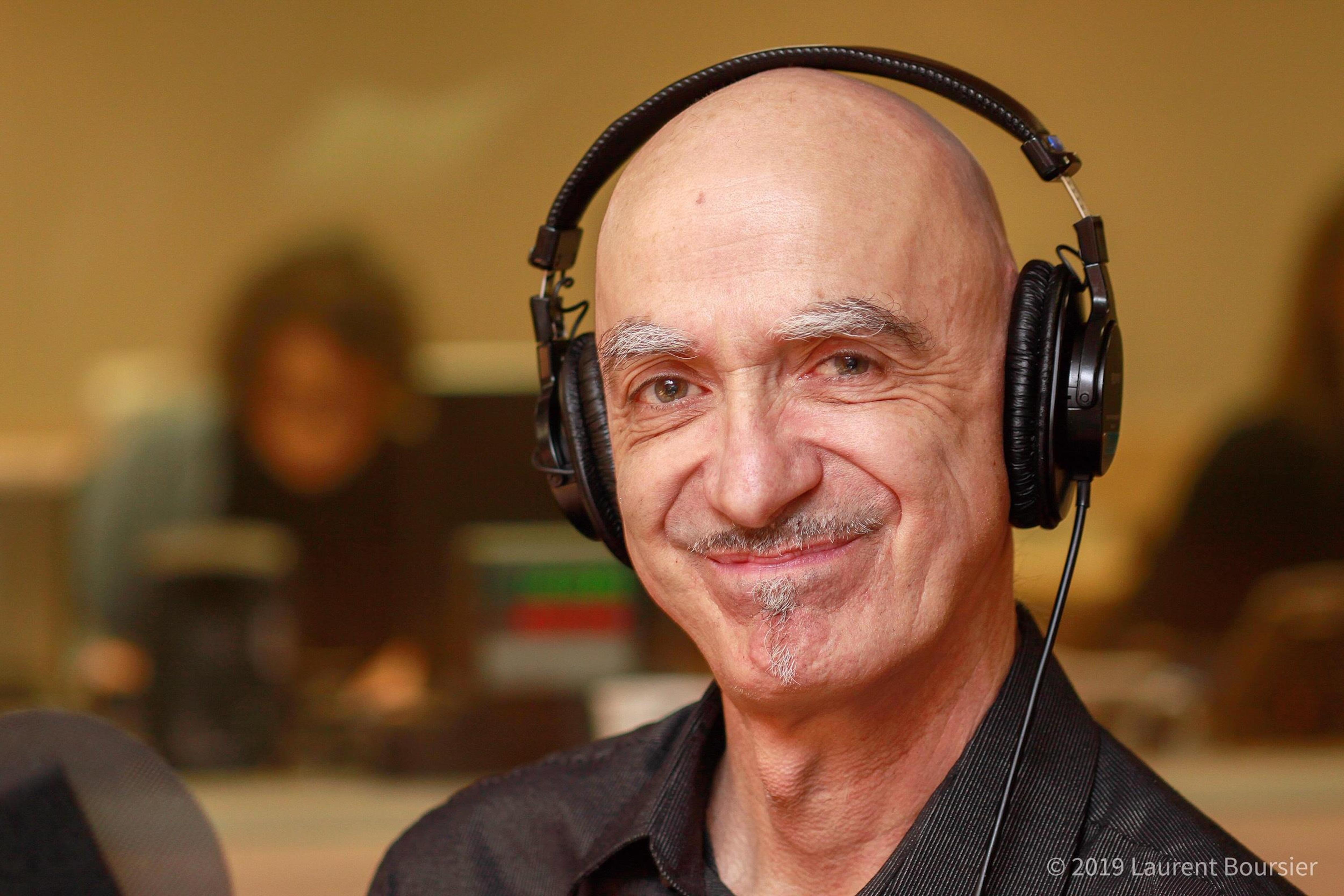 Michel Faubert au micro du studio 18 de Radio-Canada