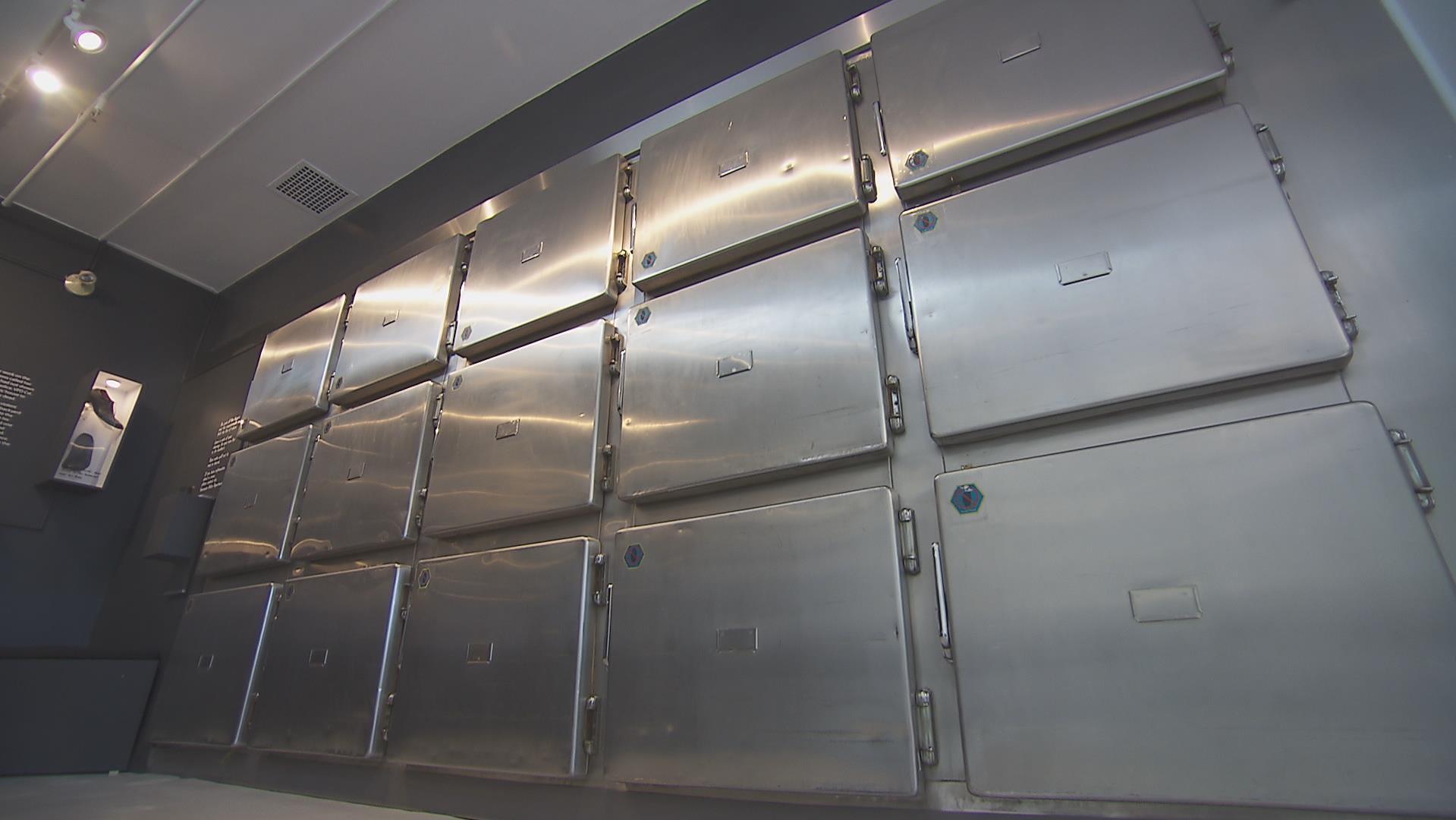 Les tiroirs d'entreposage des corps à l'ancienne morgue de Vancouver