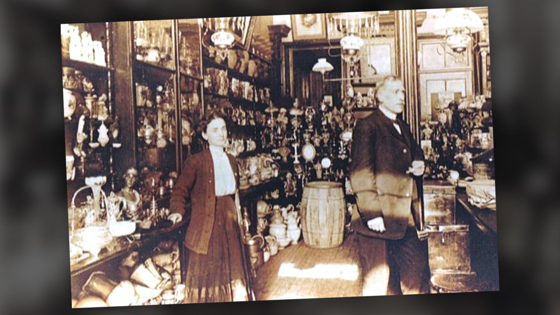 Jean-Baptiste Rousseau dans son magasin. Photo non datée.