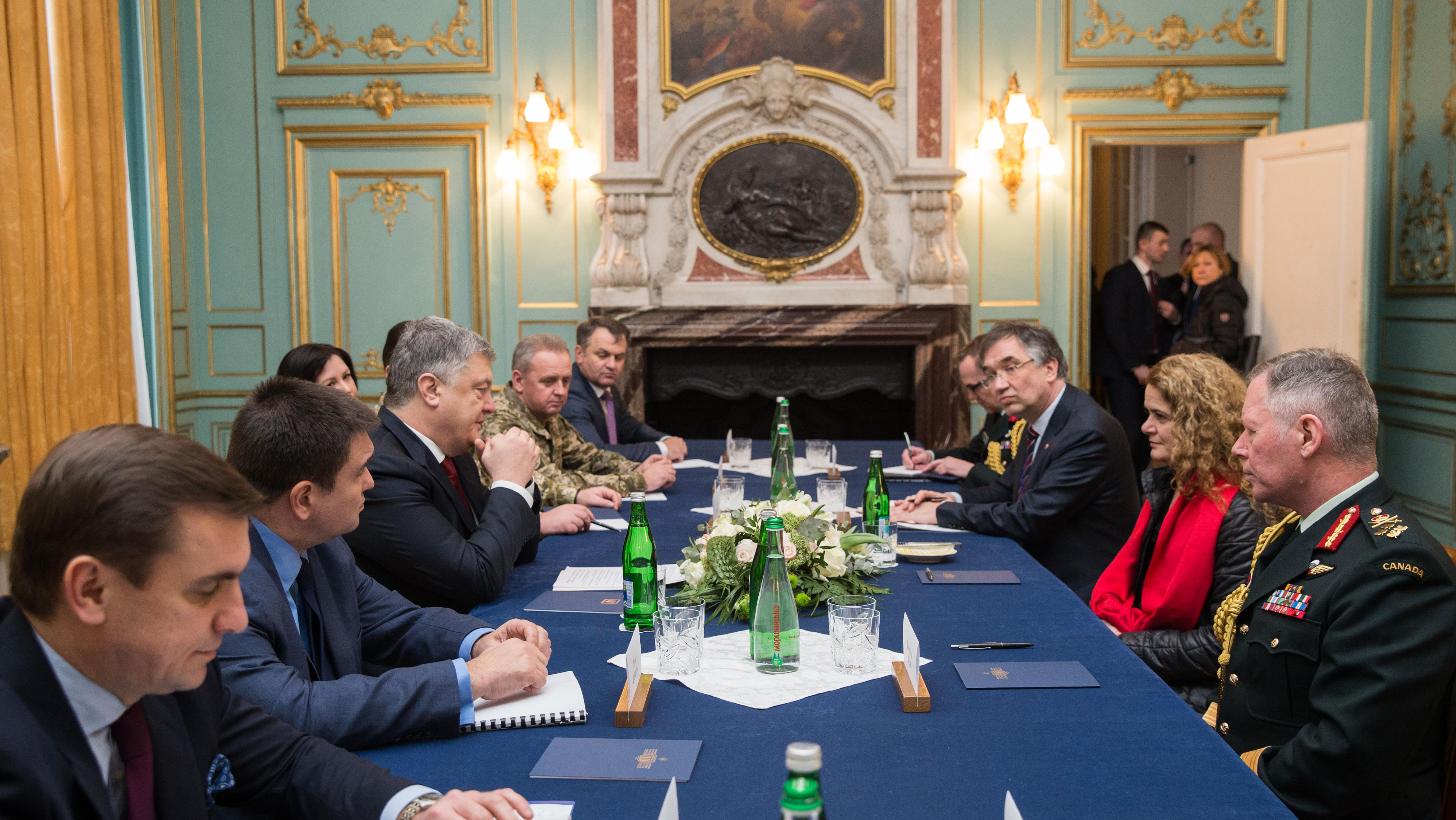 Canadian Gov. Gen. Julie Payette (second right) and Chief of Defence Staff Gen. Jonathan Vance attend a meeting with Ukrainian President Petro Poroshenko (third left) at the Potocki Palace in the western Ukrainian city of Lviv, on Thursday, Jan. 18, 2018.