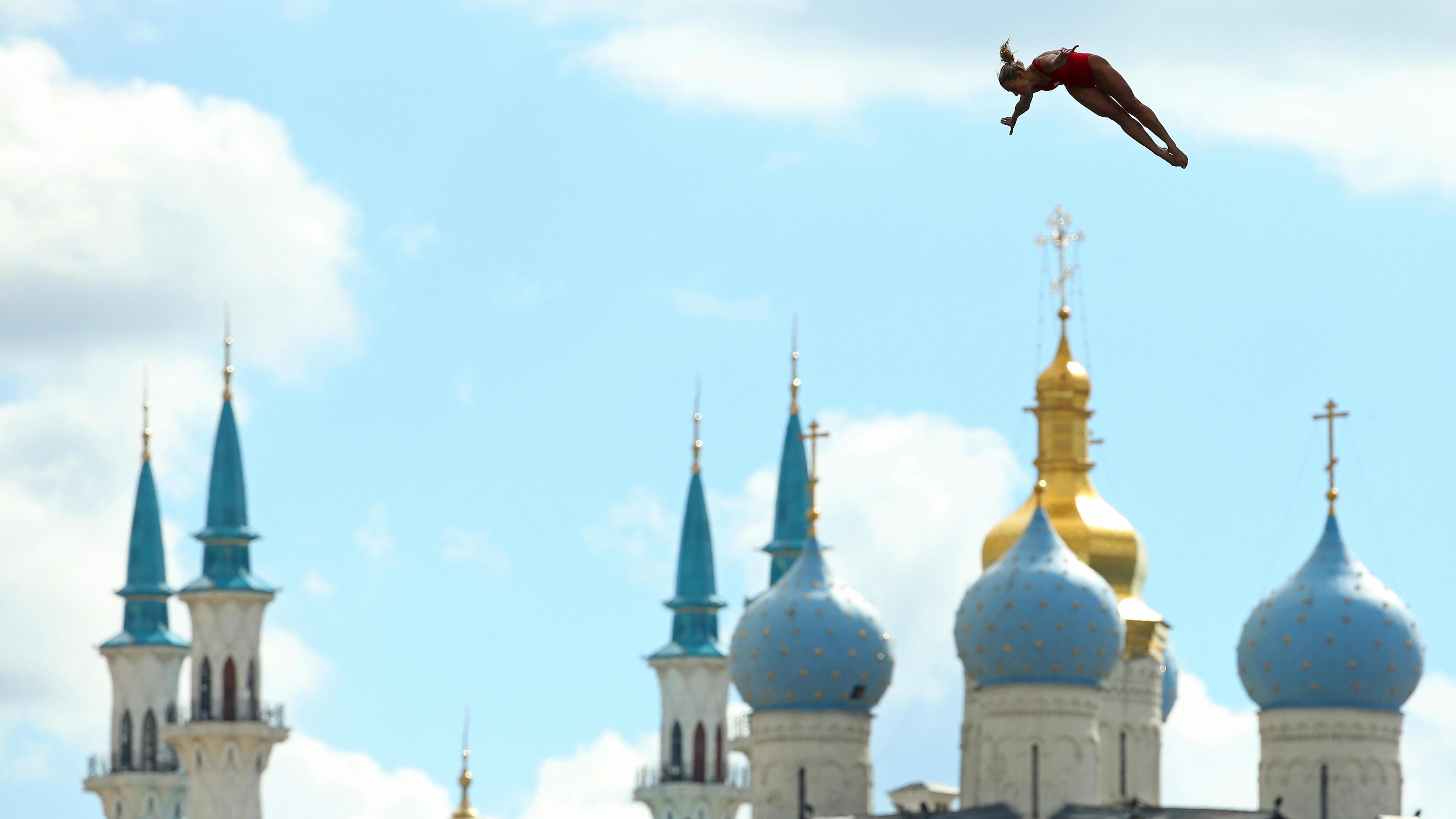 Lysanne Richard en plein plongeon à Kazan, en Russie.