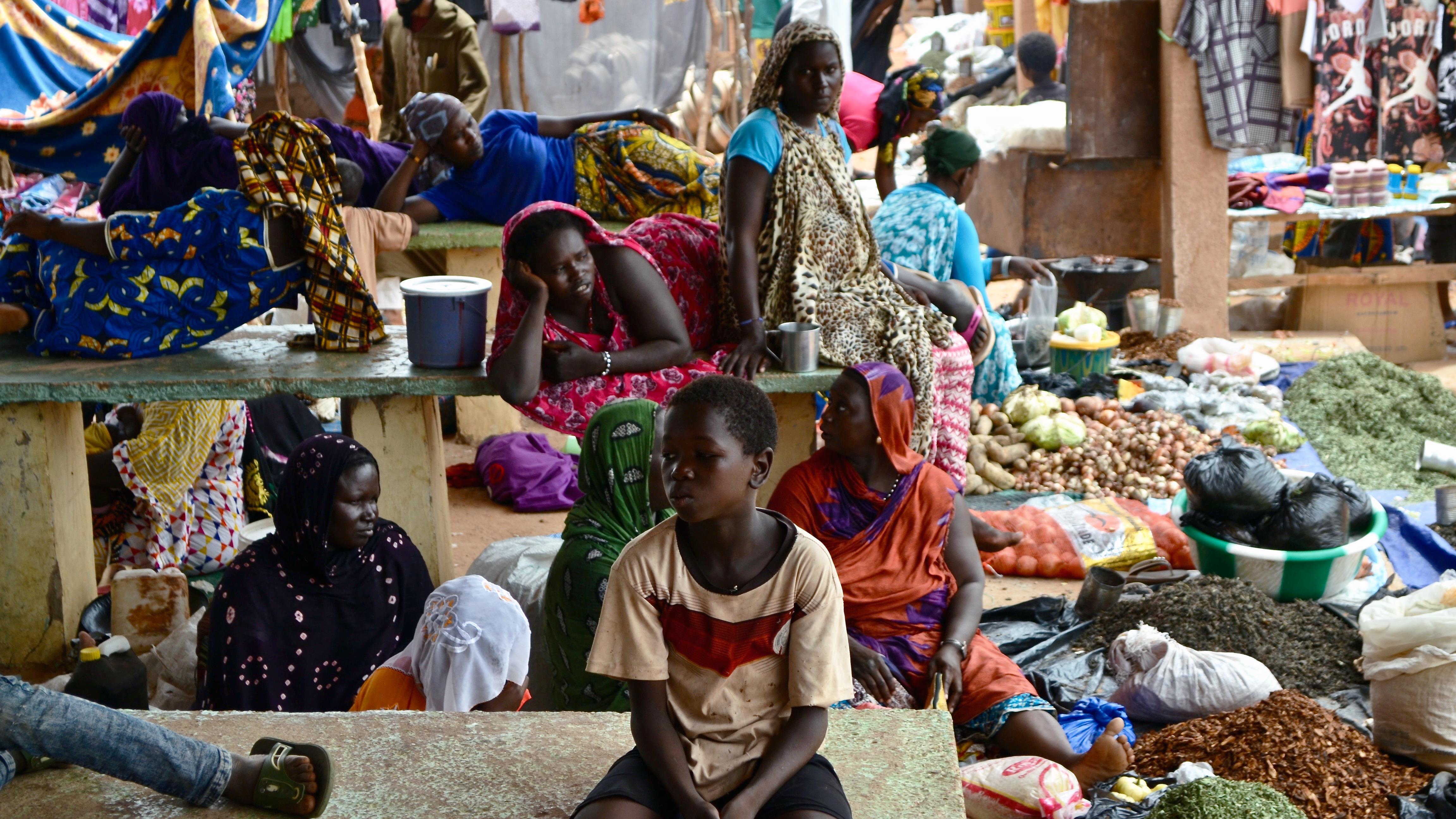 Le marché hebdomadaire du camp de Mbera