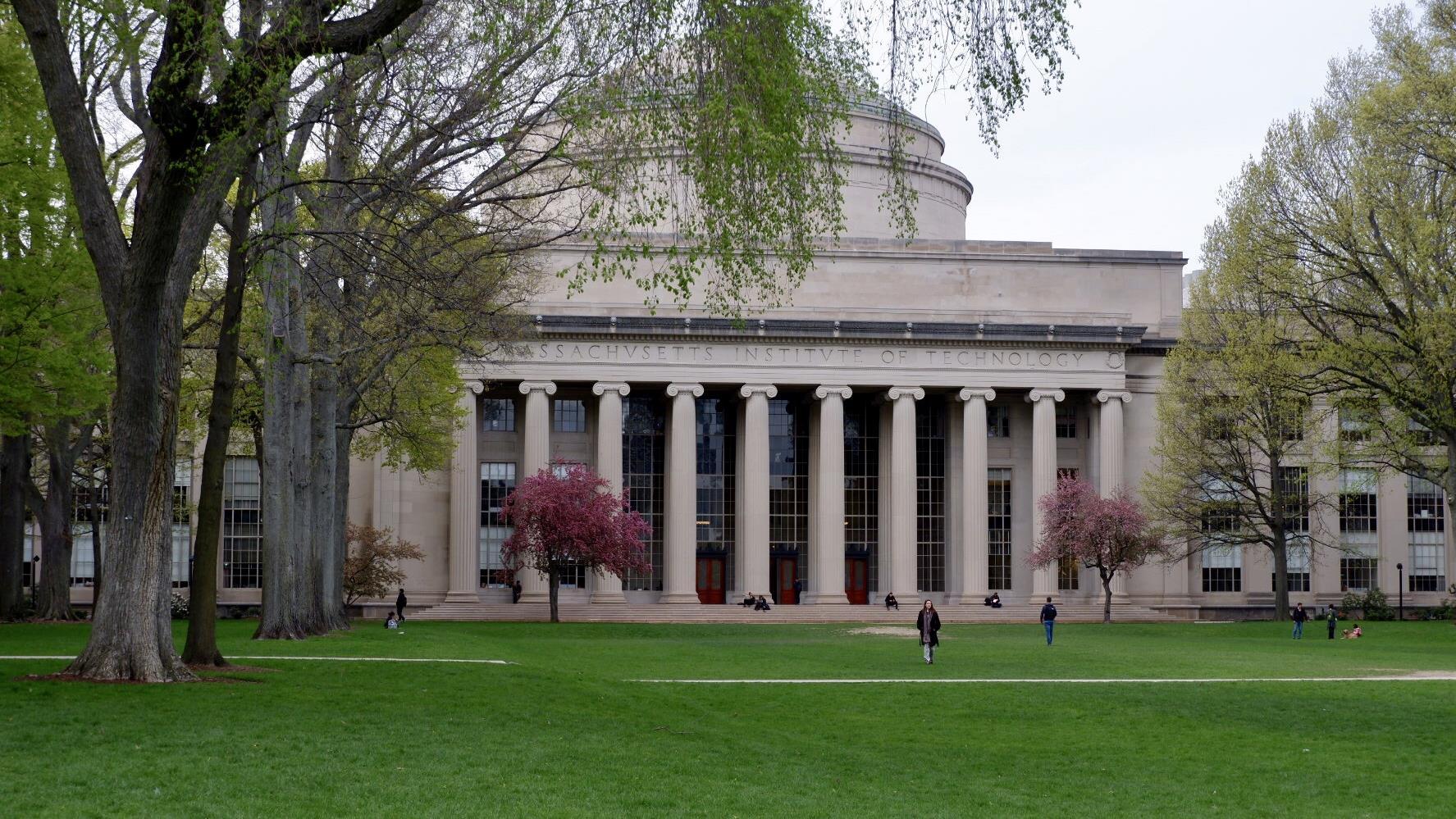 Véritables laboratoires d'innovation, les universités américaines se retrouvent malgré elles au centre de la compétition technologique qui oppose Washington à Pékin.