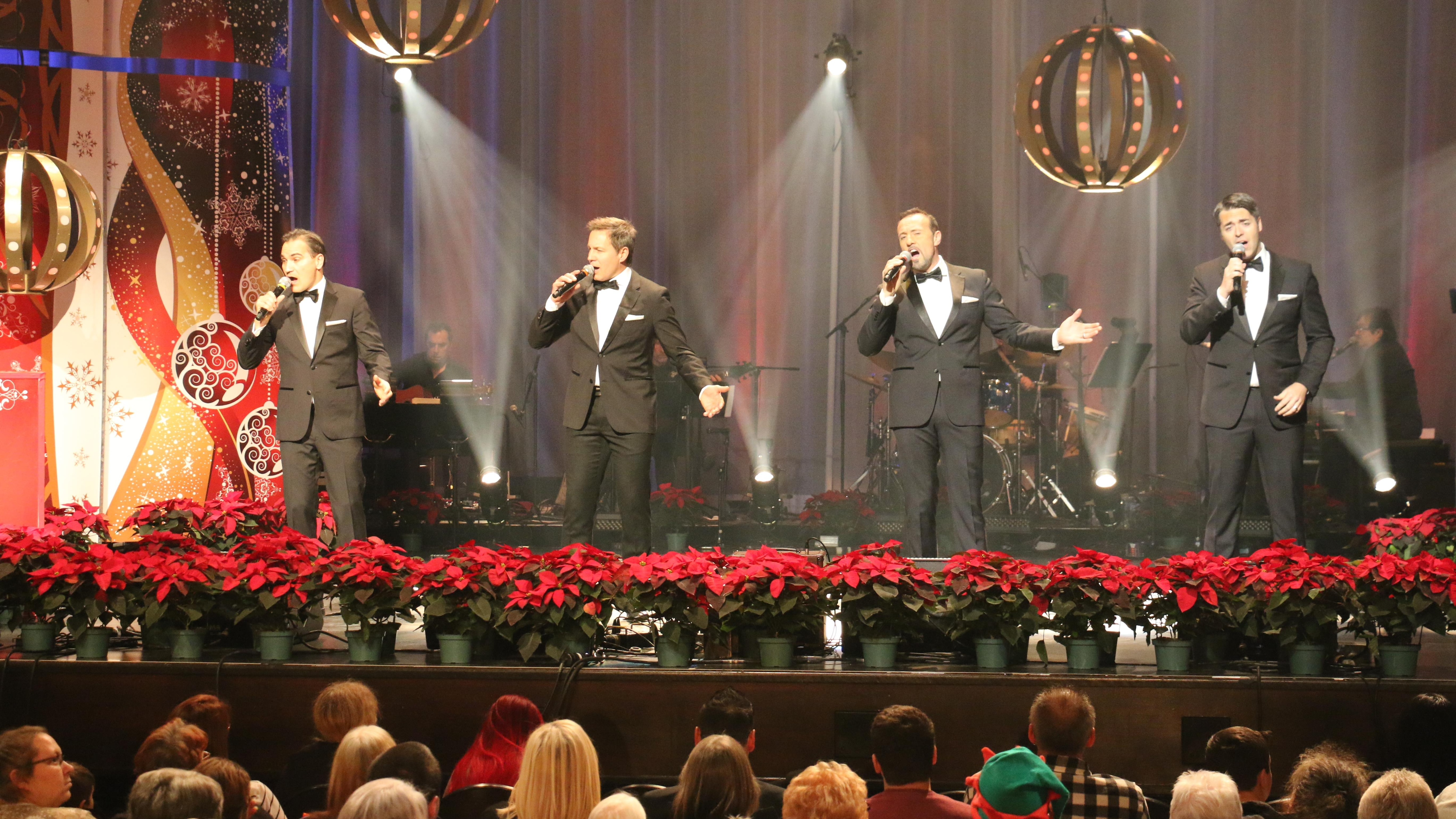 Tocadéo a interprété « Rêve encore » lors du Noël du pauvre.
