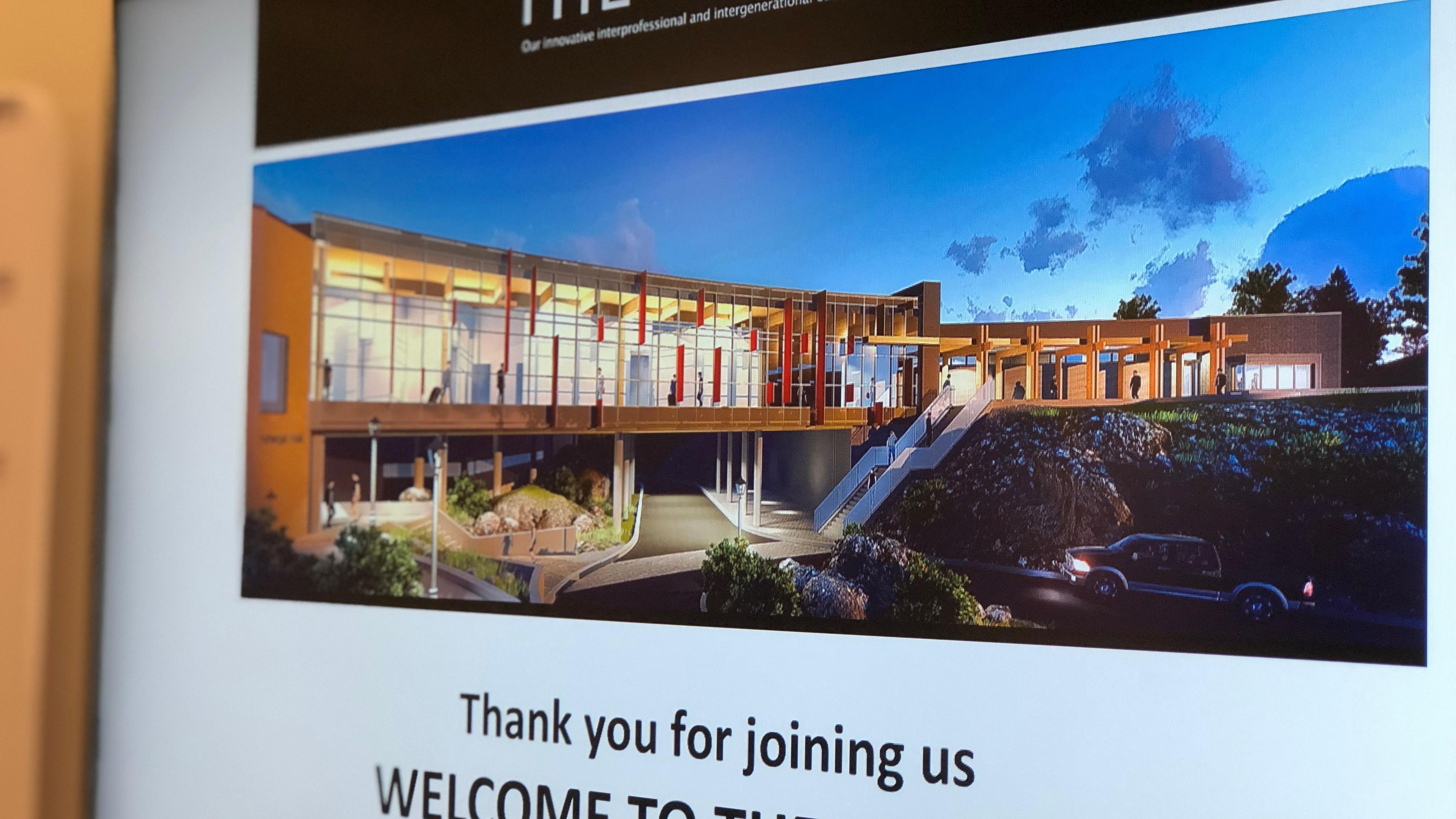 Une affiche illustrant le plan conceptuel des architectes souhaite la bienvenue aux visiteurs.