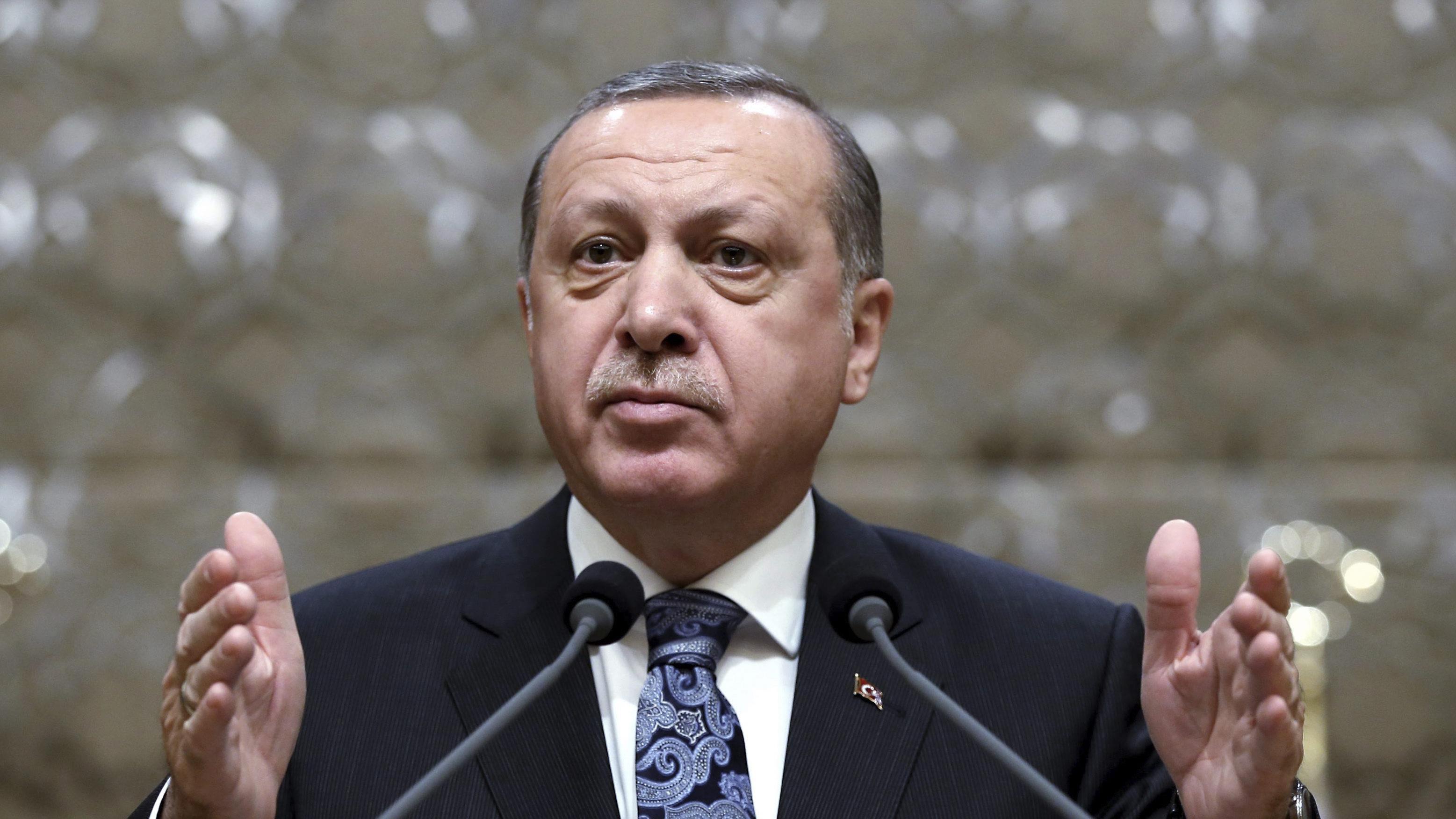 L'élargissement des pouvoirs du président turc adopté par le Parlement