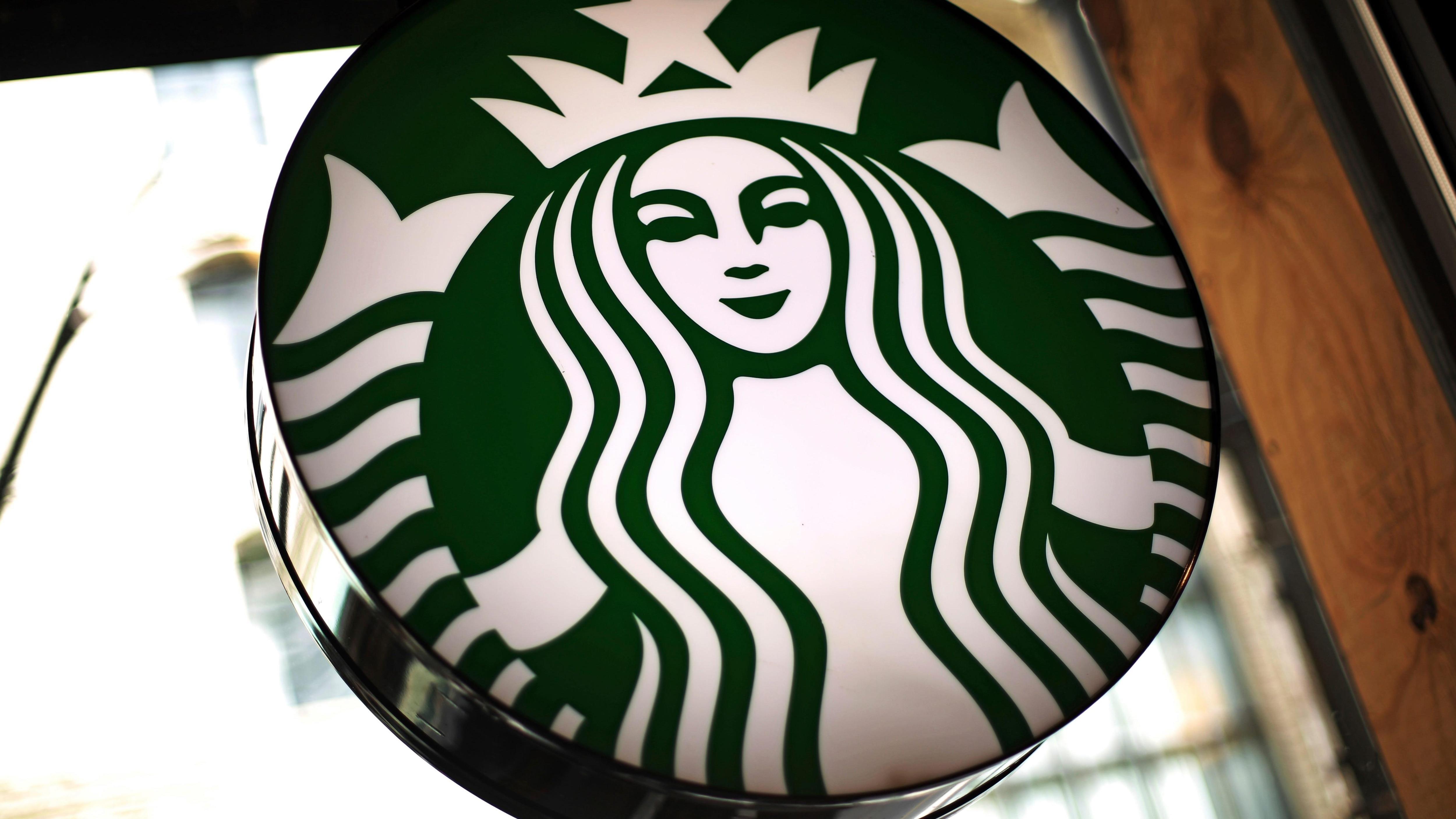 Deux Noirs arrêtés sans raison chez Starbucks : le chef de la police de Philadelphie s'excuse