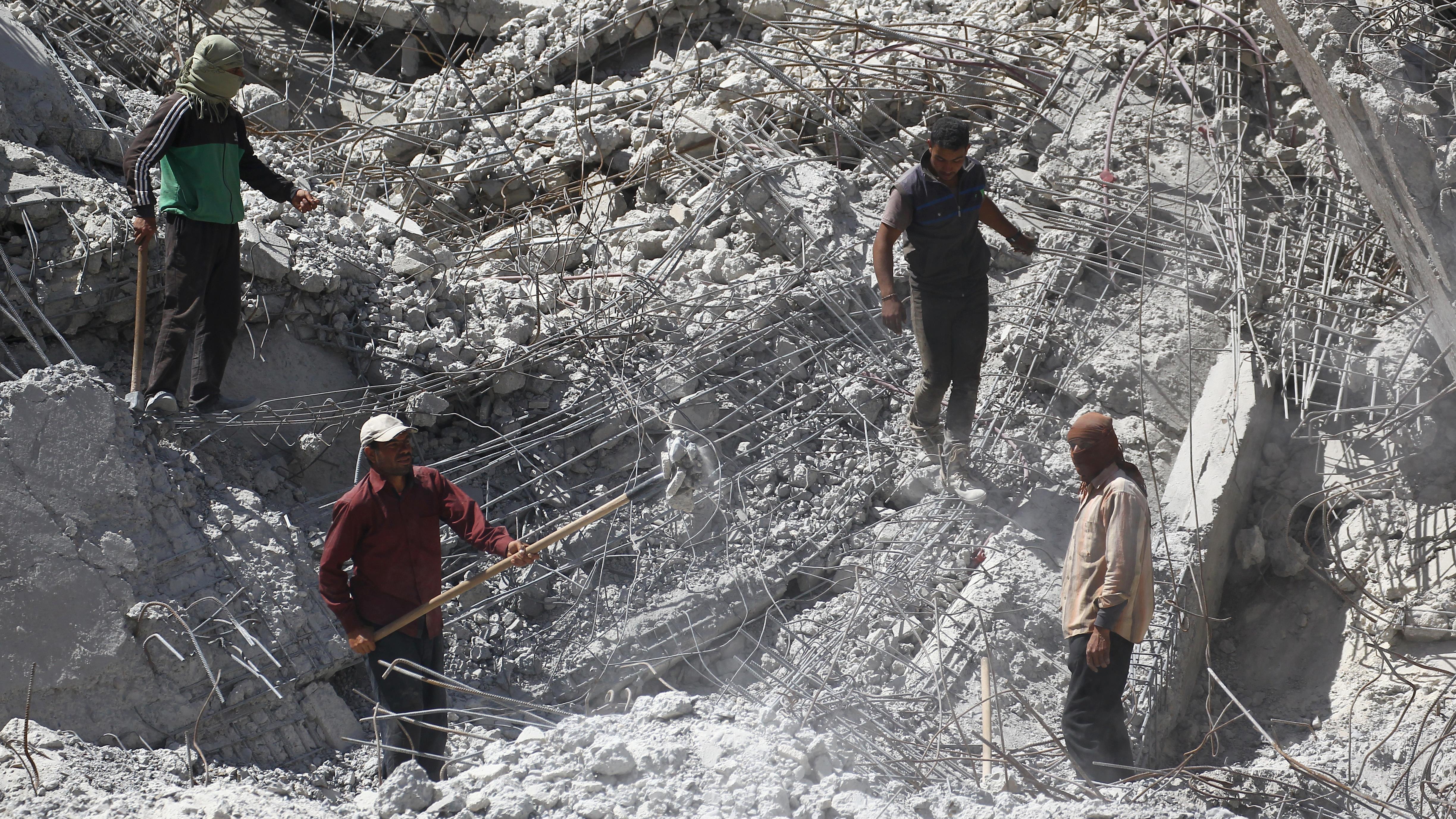 Des dizaines de cadavres découverts dans un charnier en Syrie