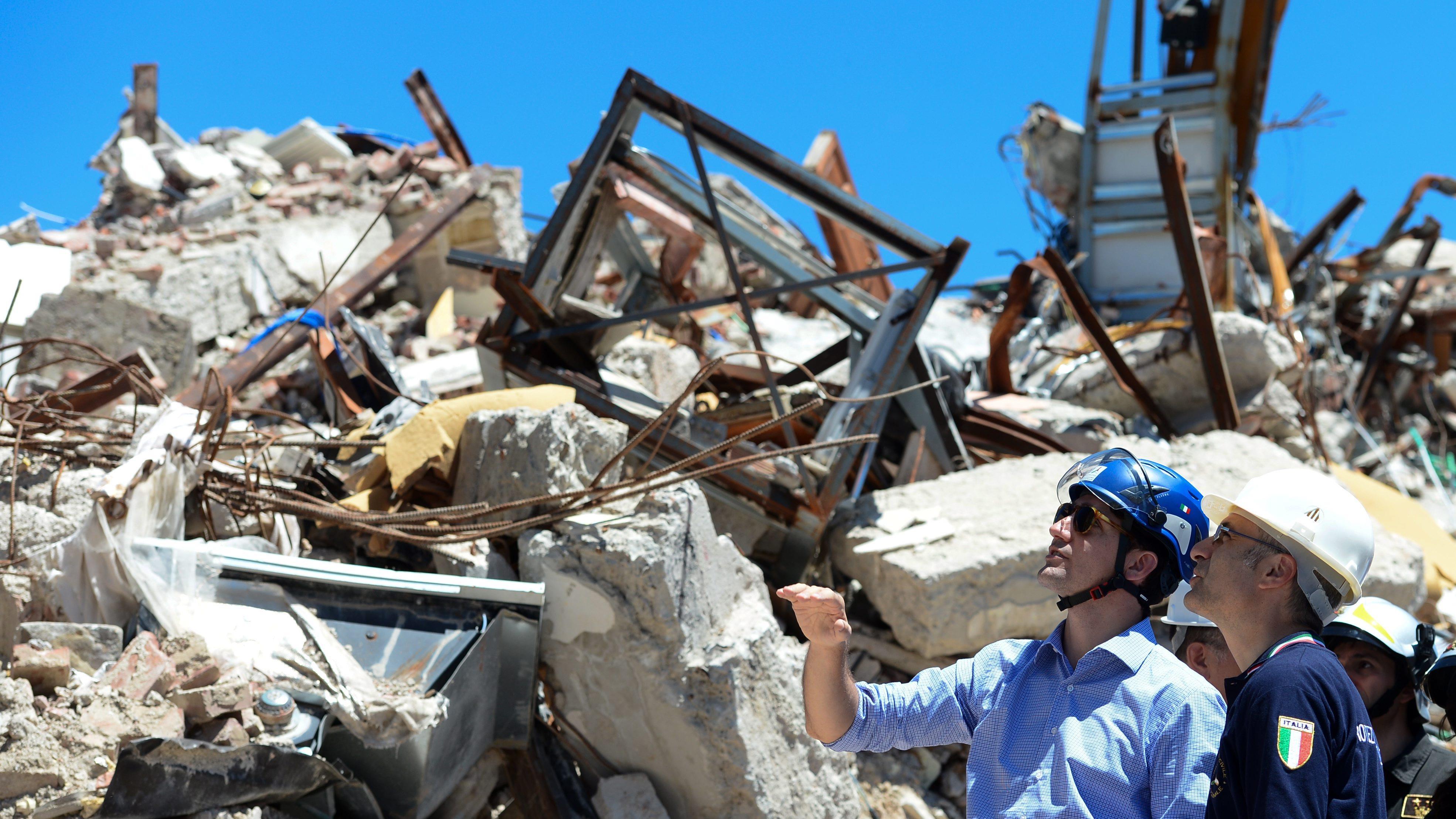 Justin Trudeau visite la ville dévastée d'Amatrice