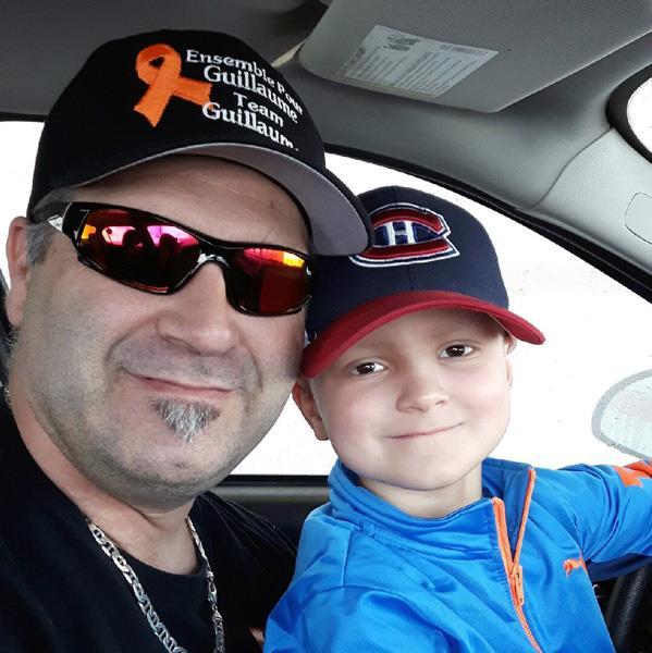 Guillaume et son père dans une voiture