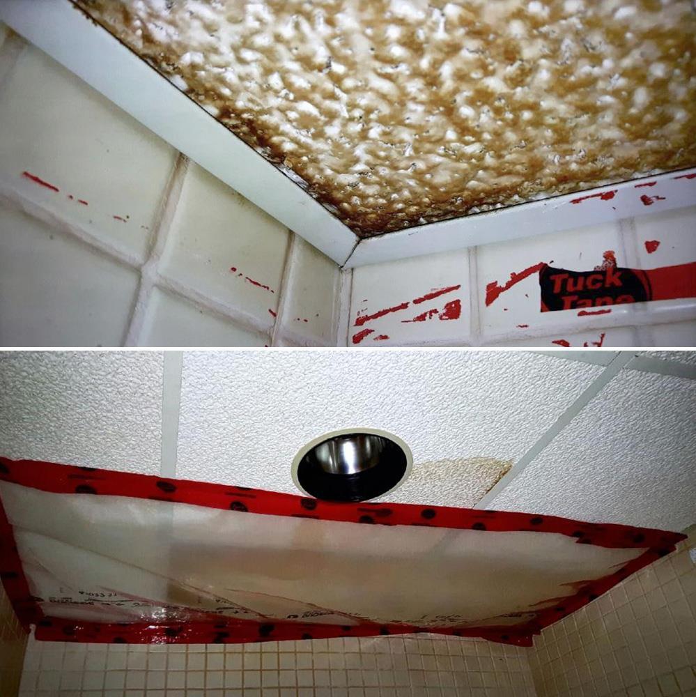 Des tuiles au plafond sont brunes