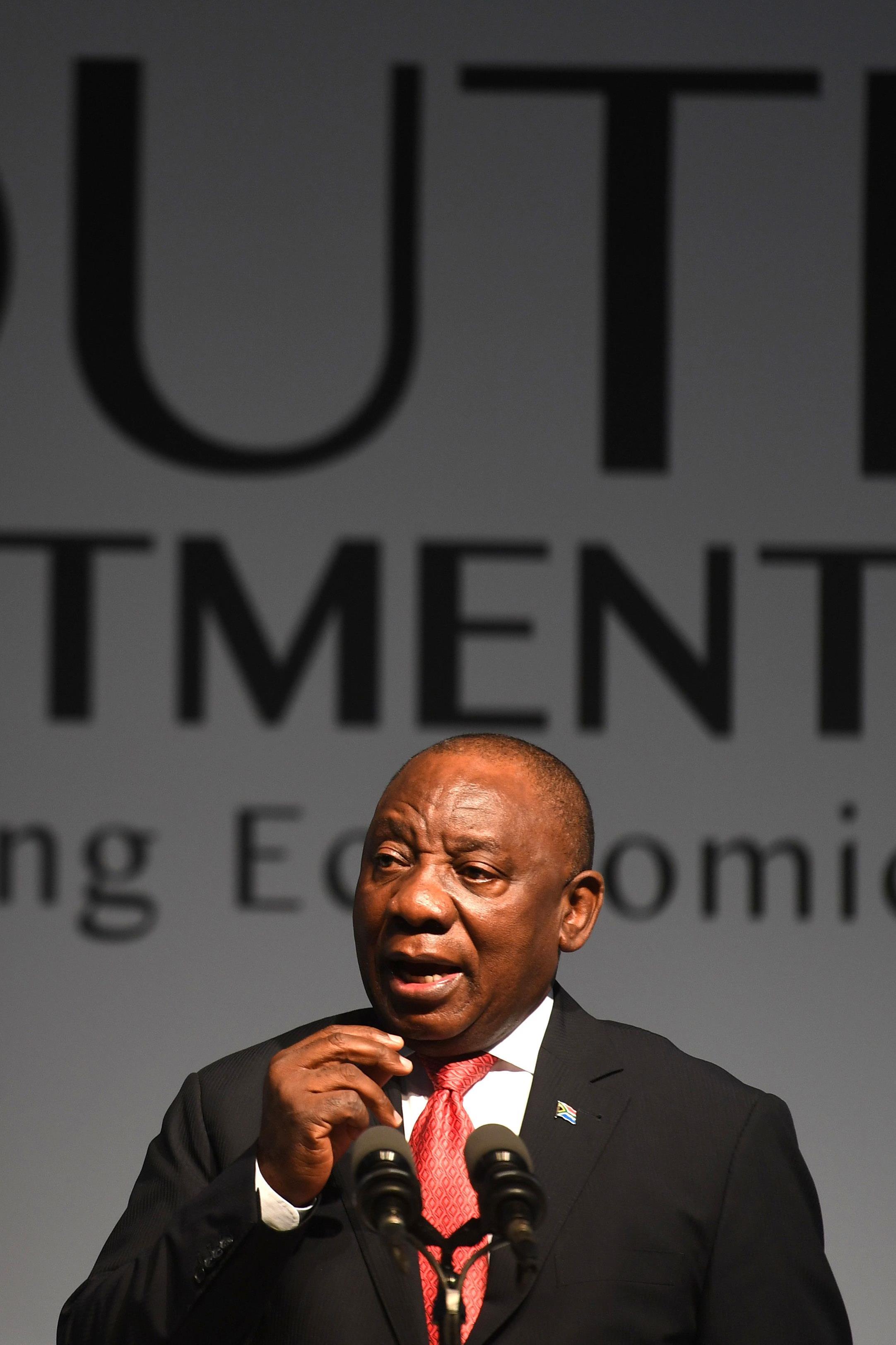 Cyril Ramaphosa prononce un discours lors d'une conférence sur l'investissement le 26 octobre 2018 à Johannesburg.
