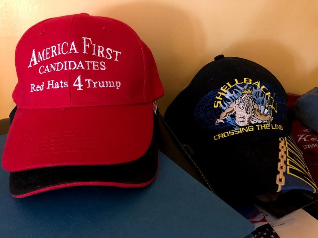 "On the left, a cap of the group ""America First Candidates"", which brings together candidates who want to present themselves to defend the ideas of Donald Trump."