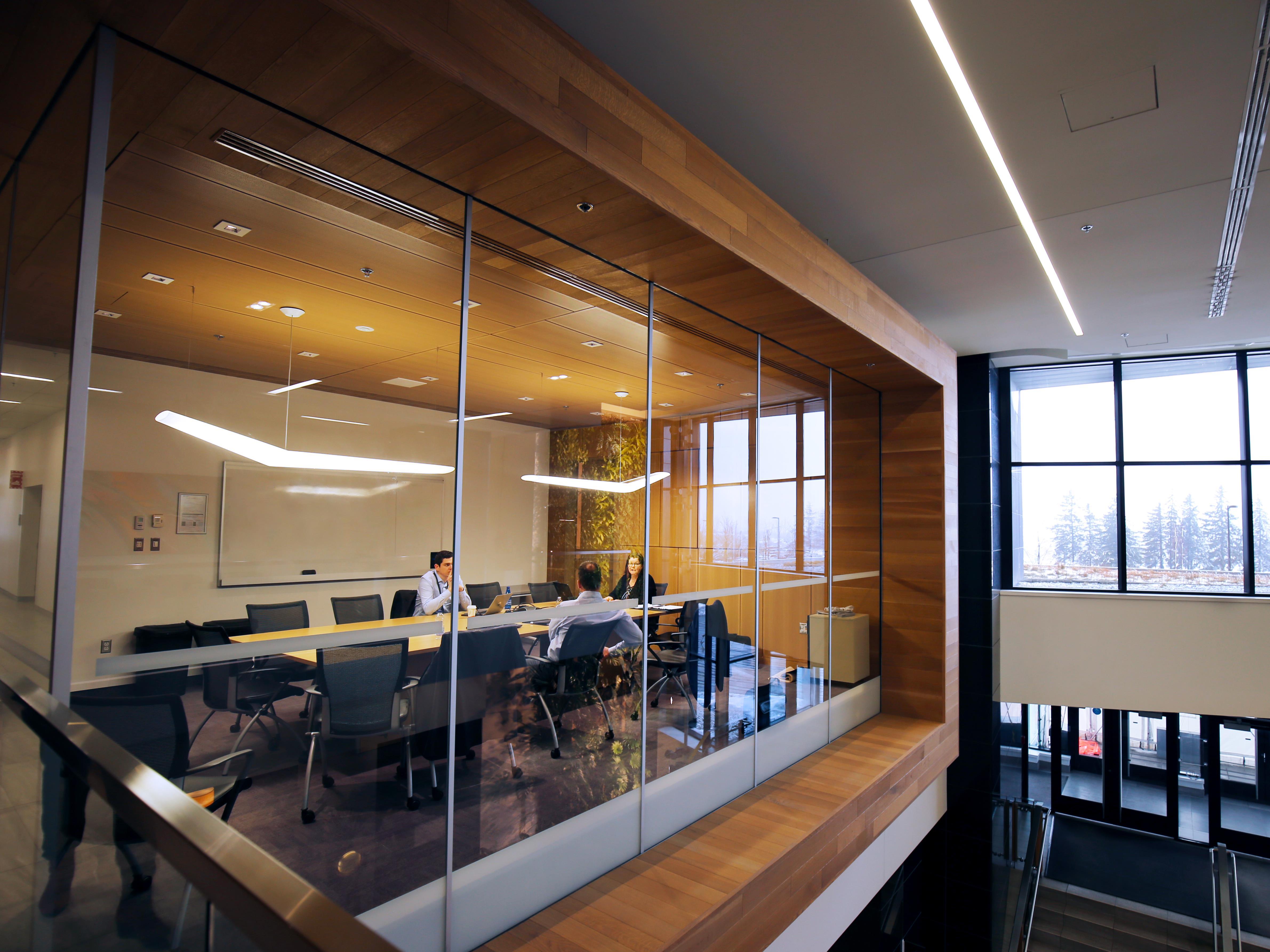 Une salle de réunion vitrée de l'édifice
