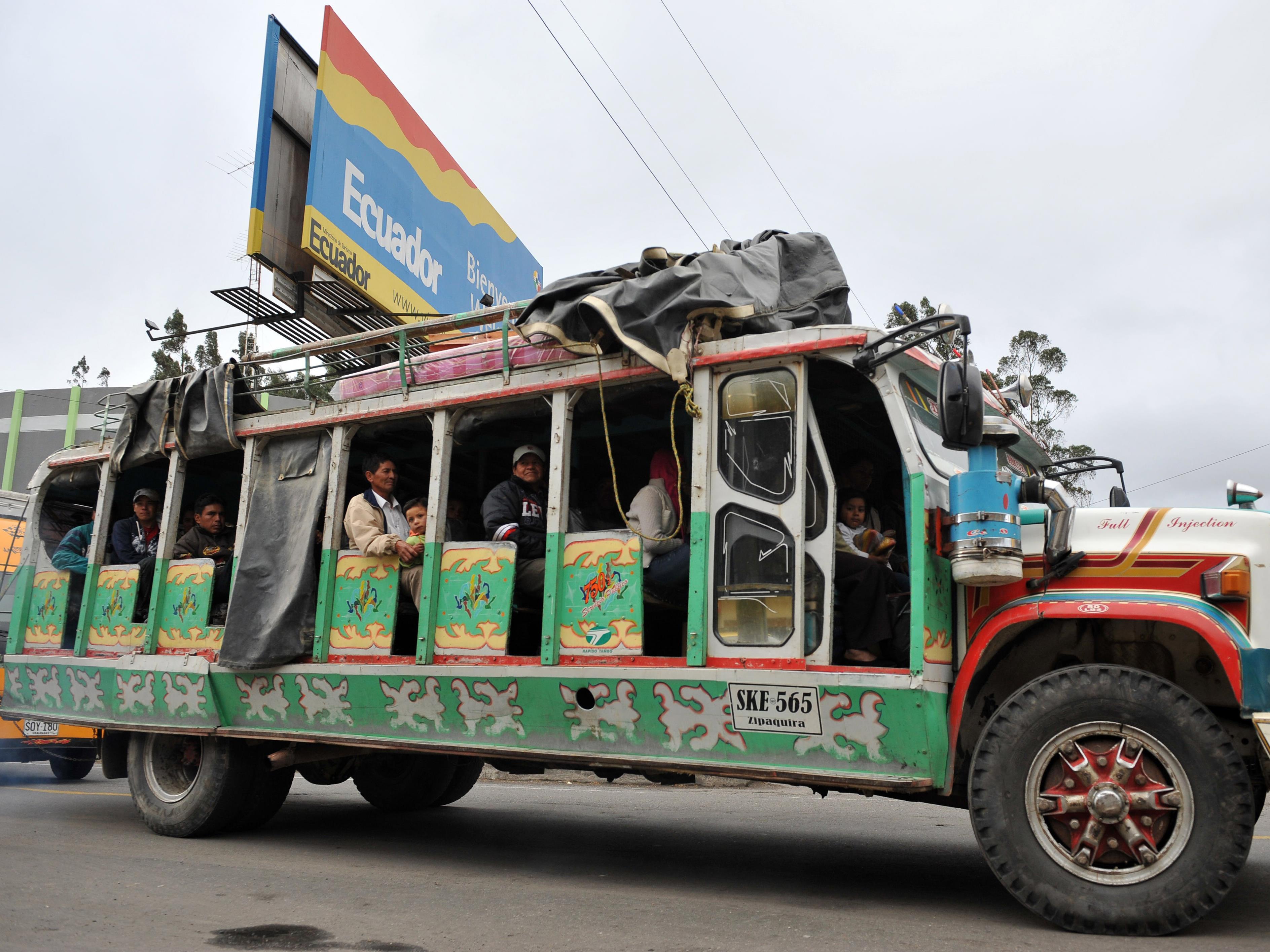 Un autobus près du poste frontalier de Rumichaca, en Équateur