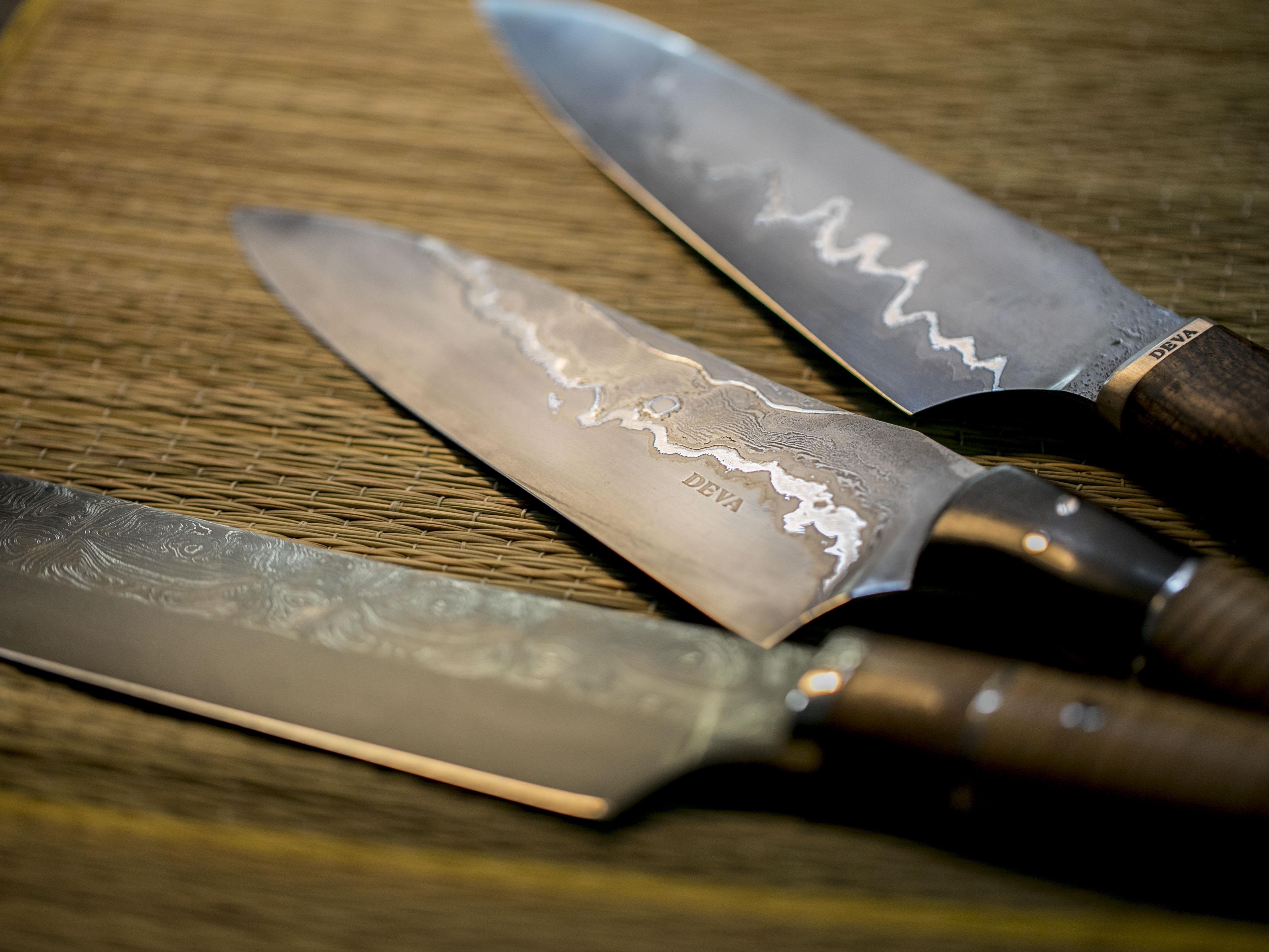 Plusieurs couteaux Deva