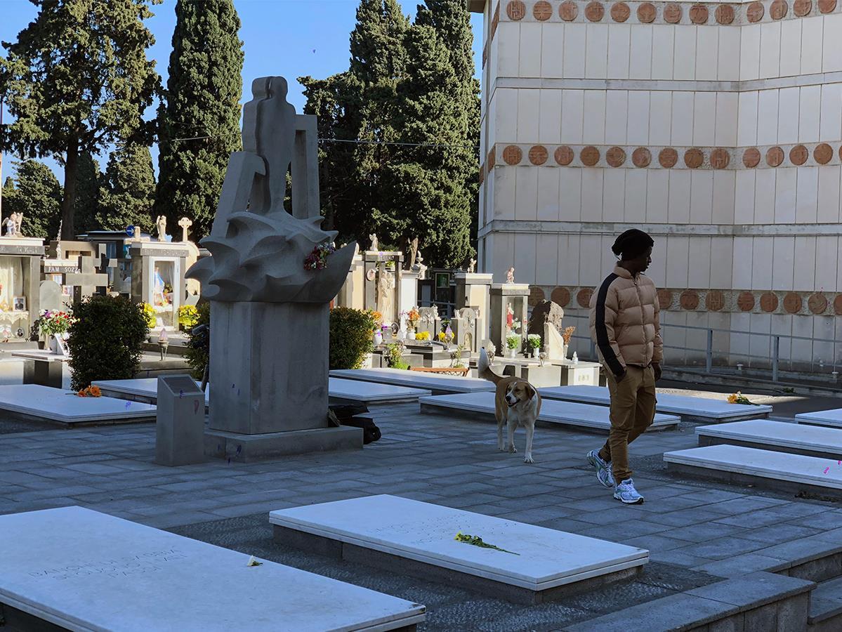 Le monument à la mémoire des migrants morts en mer dans le cimetière de Catane.
