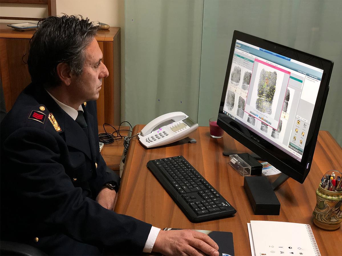La police scientifique de Sicile s'appuie sur des empreintes digitales, des photos et des traces d'ADN pour tenter d'identifier les morts.