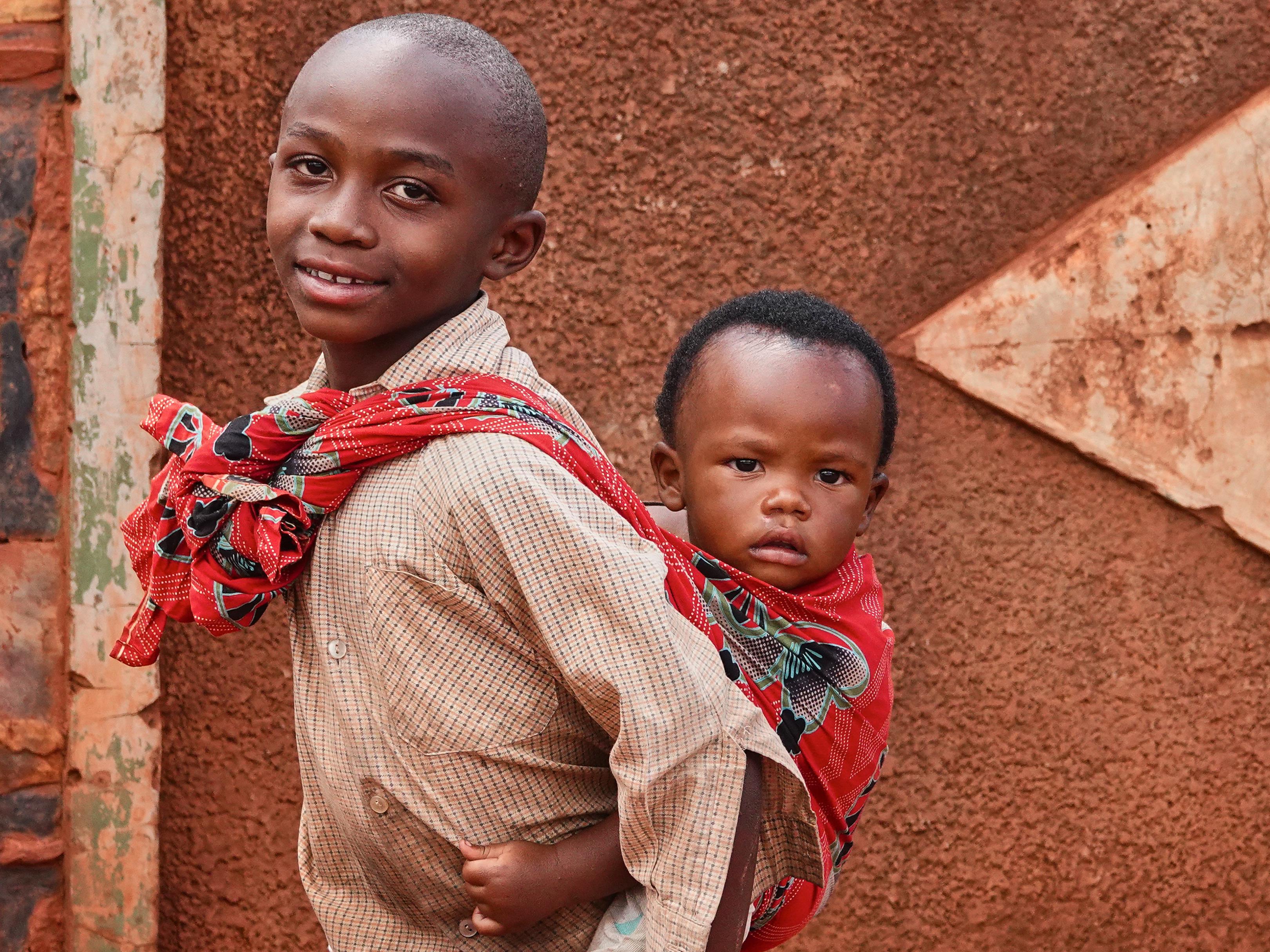 Deux jeunes rwandais