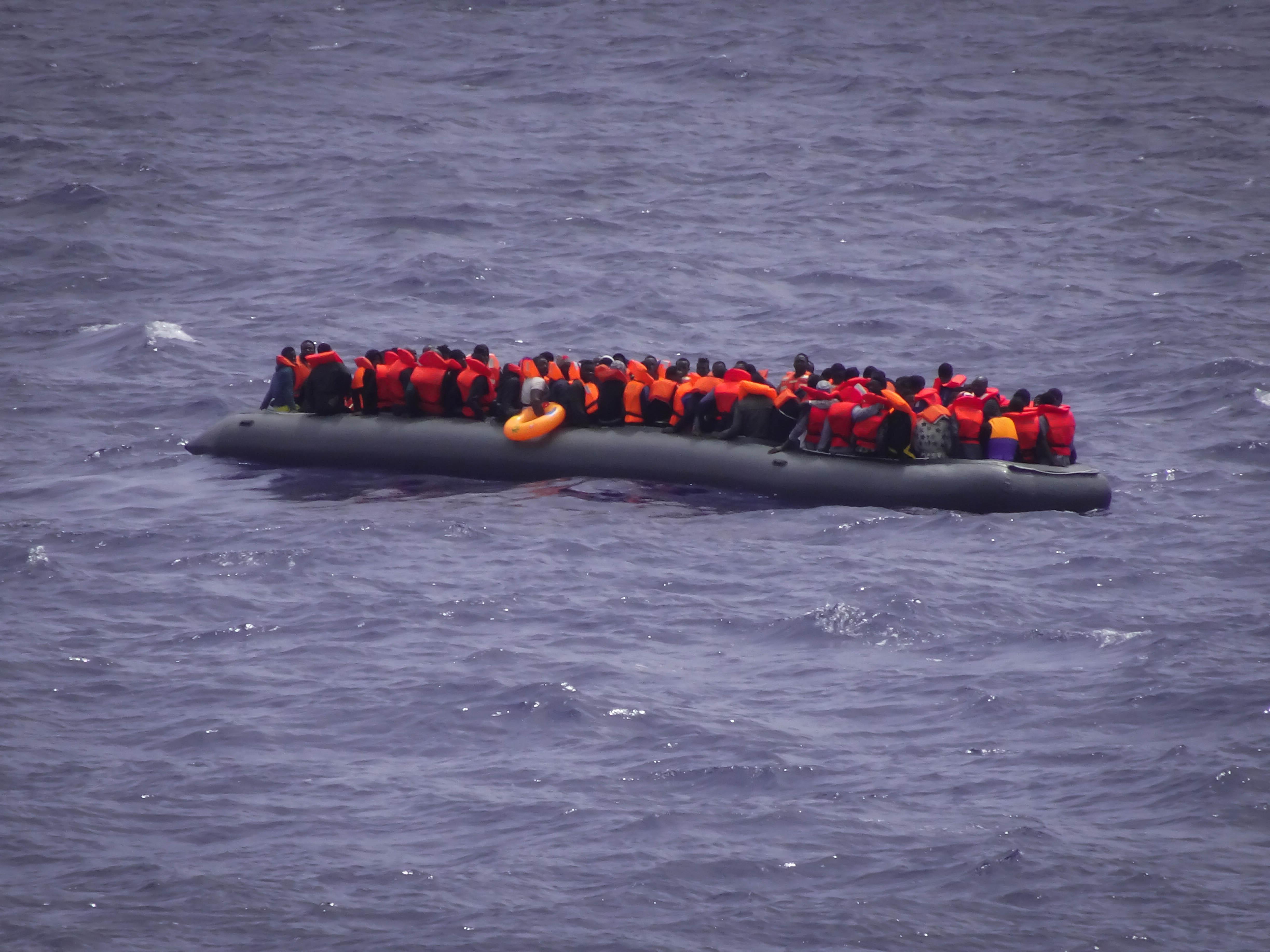 Les passeurs libyens n'ont pas hésité à entasser 164 personnes sur ce bateau pneumatique d'une dizaine de mètres en violation de toutes les règles de sécurité.