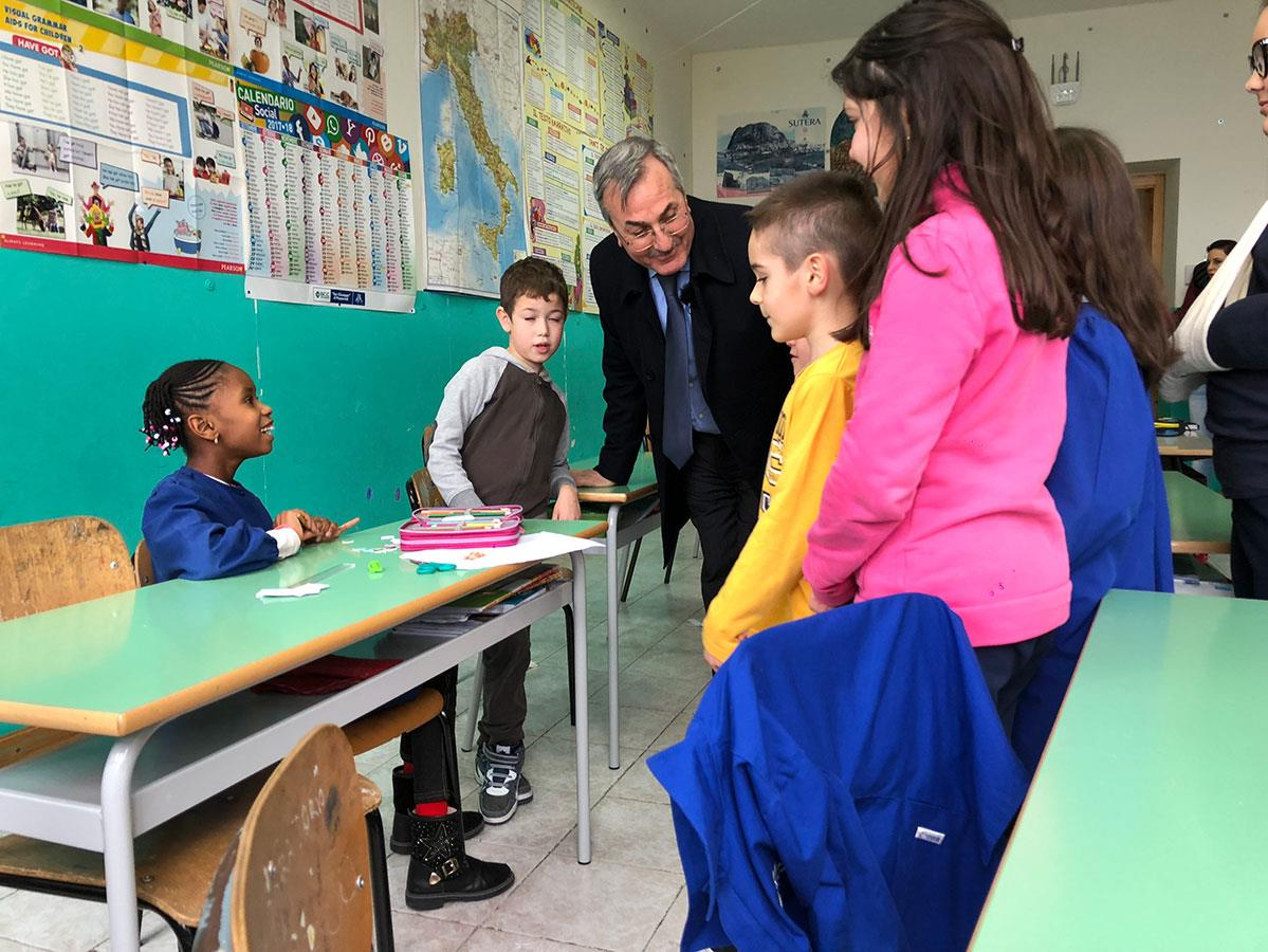 Les enfants des réfugiés s'intègrent très bien en classe et ont permis de sauver l'école de Sutera.