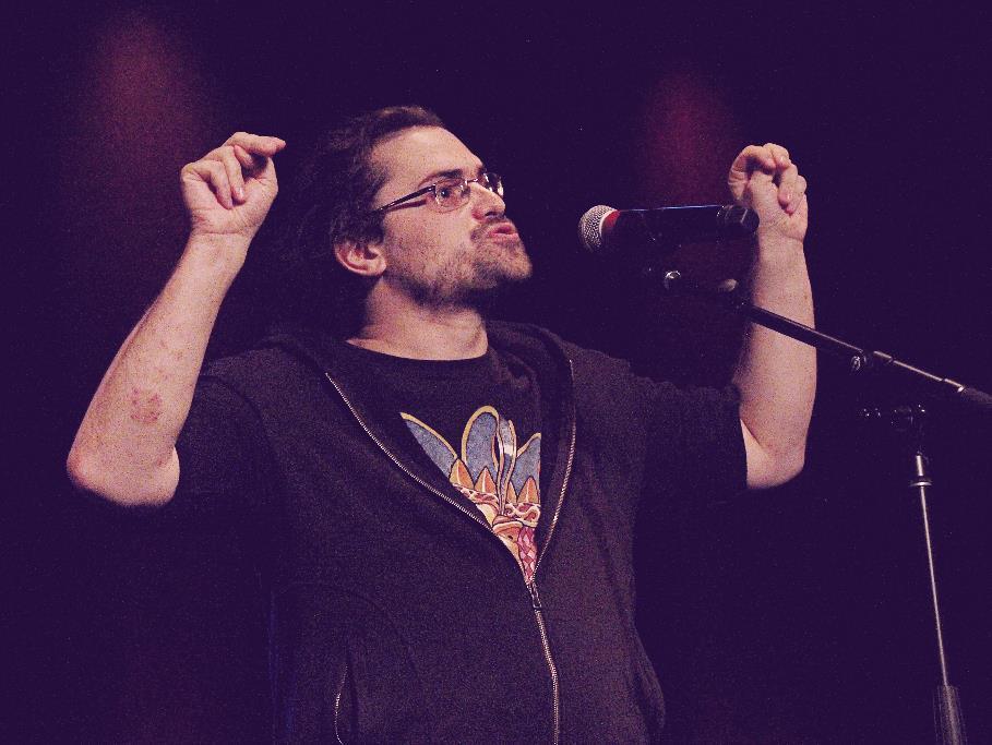 Thomas Langlois en performance sur scène