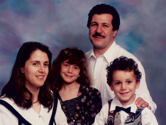 La famille Belkacemi lors de son retour au Québec, en 1995